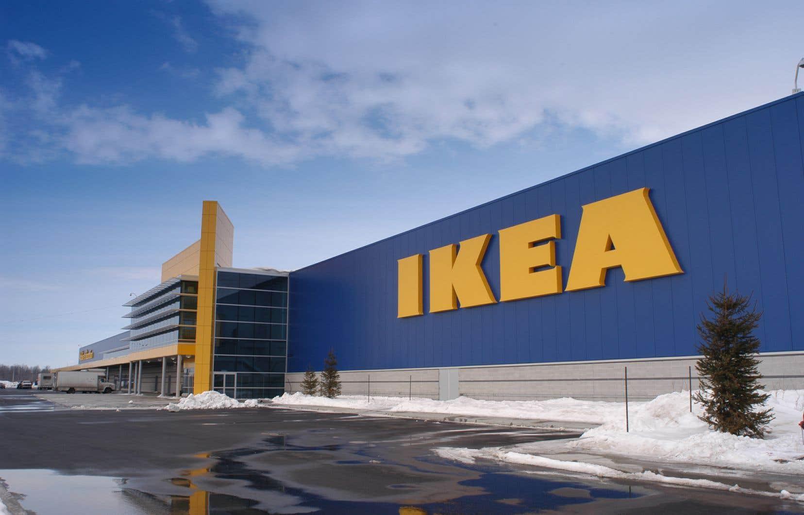 Les dirigeants de certaines grandes chaînes de magasins, notamment IKEA, ont fermé leurs établissements pour une période indéterminée.