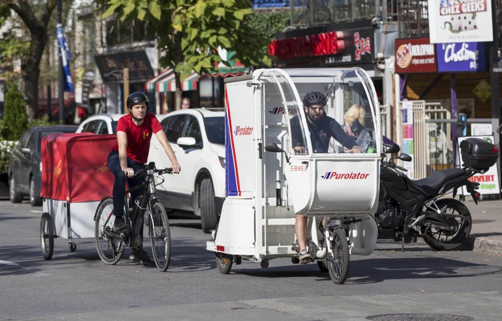 Les vélos cargos sont une bonne façon de livrer  les colis en milieu urbain, réduisant la congestion routière et les émissions de GES.