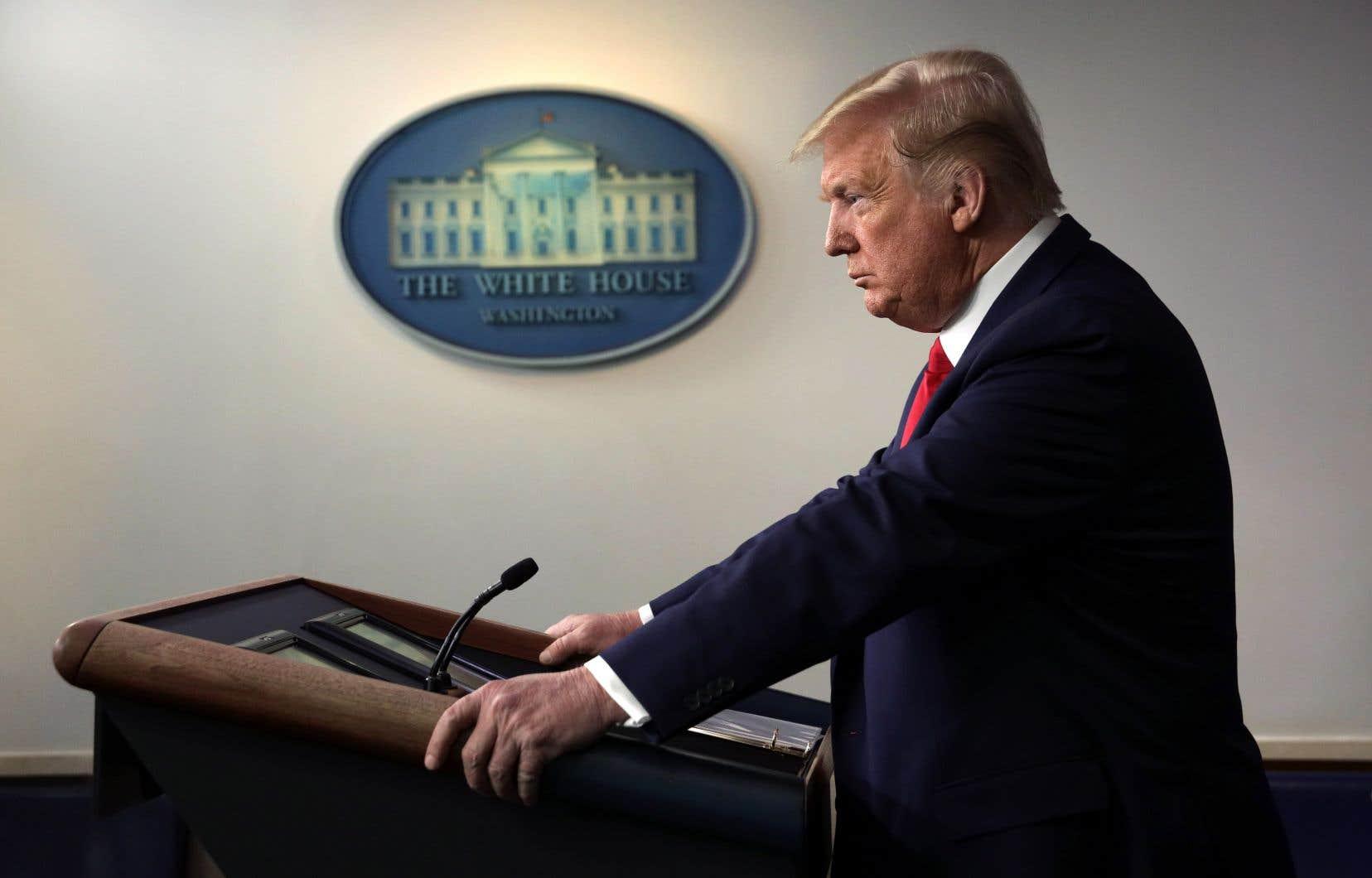 «J'ai mes propres différends avec ces trois groupes médiatiques. Vous le savez très bien, a souligné le président des États-Unis, qui a une relation tendue avec de nombreux journalistes. Mais je n'aime pas du tout voir ça. Je suis très mécontent.»