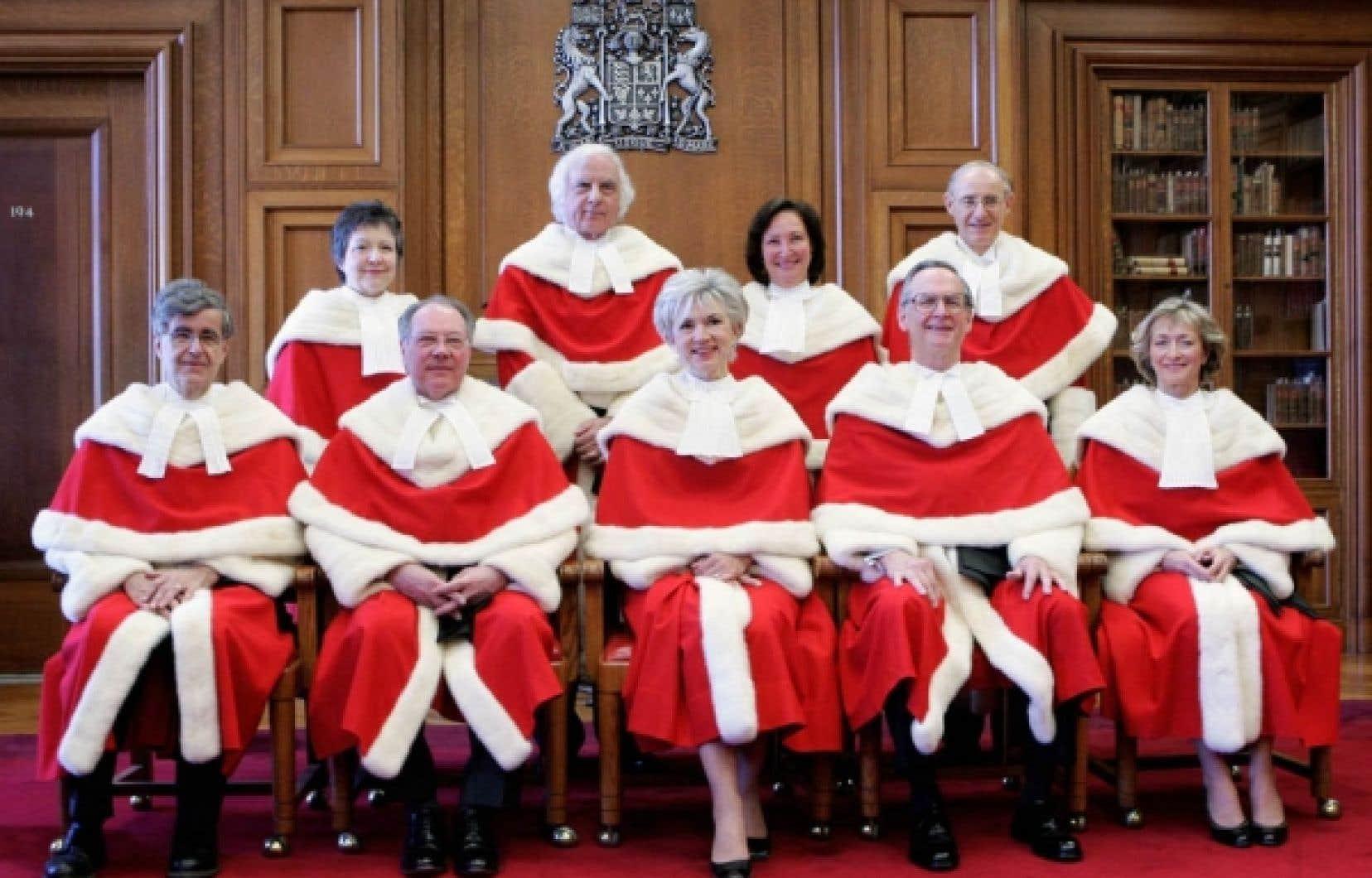 Photo des juges de la Cour suprême en 2006. Michel Bastarache (deuxième à gauche, au premier rang) a été nommé en 1997 à la plus haute magistrature du pays après seulement deux ans à la Cour d'appel du Nouveau-Brunswick.