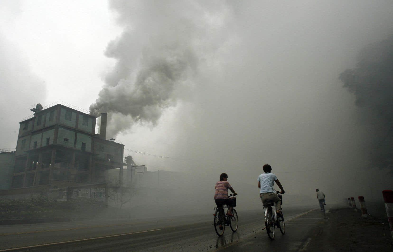«En Chine, des scientifiques ont observé que les émissions de GES et de polluants ont décru de 25 à 30%, durant l'arrêt temporaire de leurs activités», soulignent les auteurs.