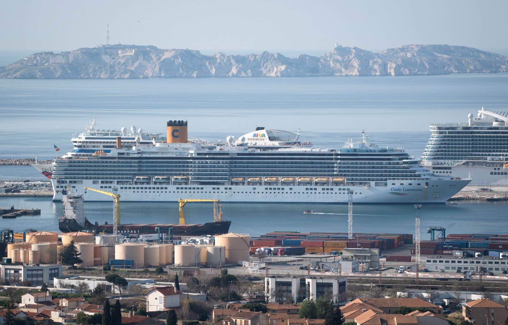 <p>Le bateau de croisière dont certains passagers sont infectés par la COVID-19 a pu accoster au port de Marseille jeudi, mais seulement pour un maximum de quatre jours et à des conditions strictes.</p>