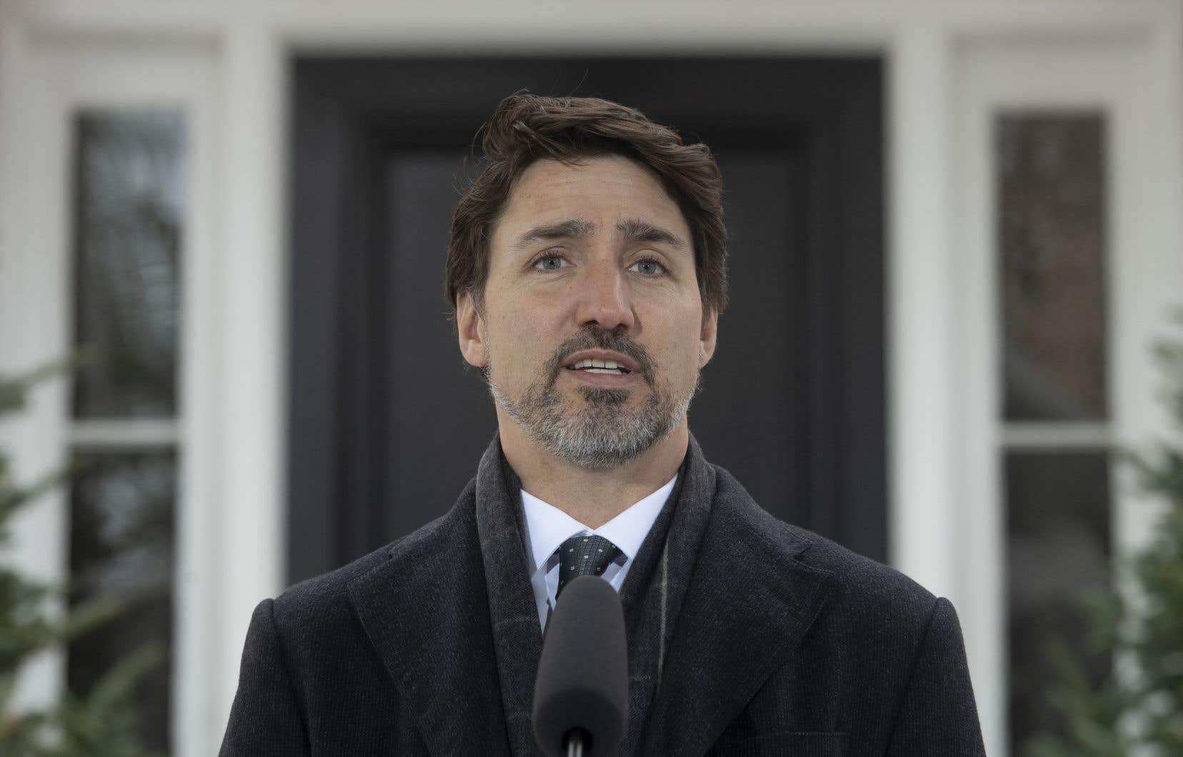Justin Trudeau a annoncé vendredi des ententes avec au moins trois entreprises afin de bonifier les stocks de matériel médical canadien.