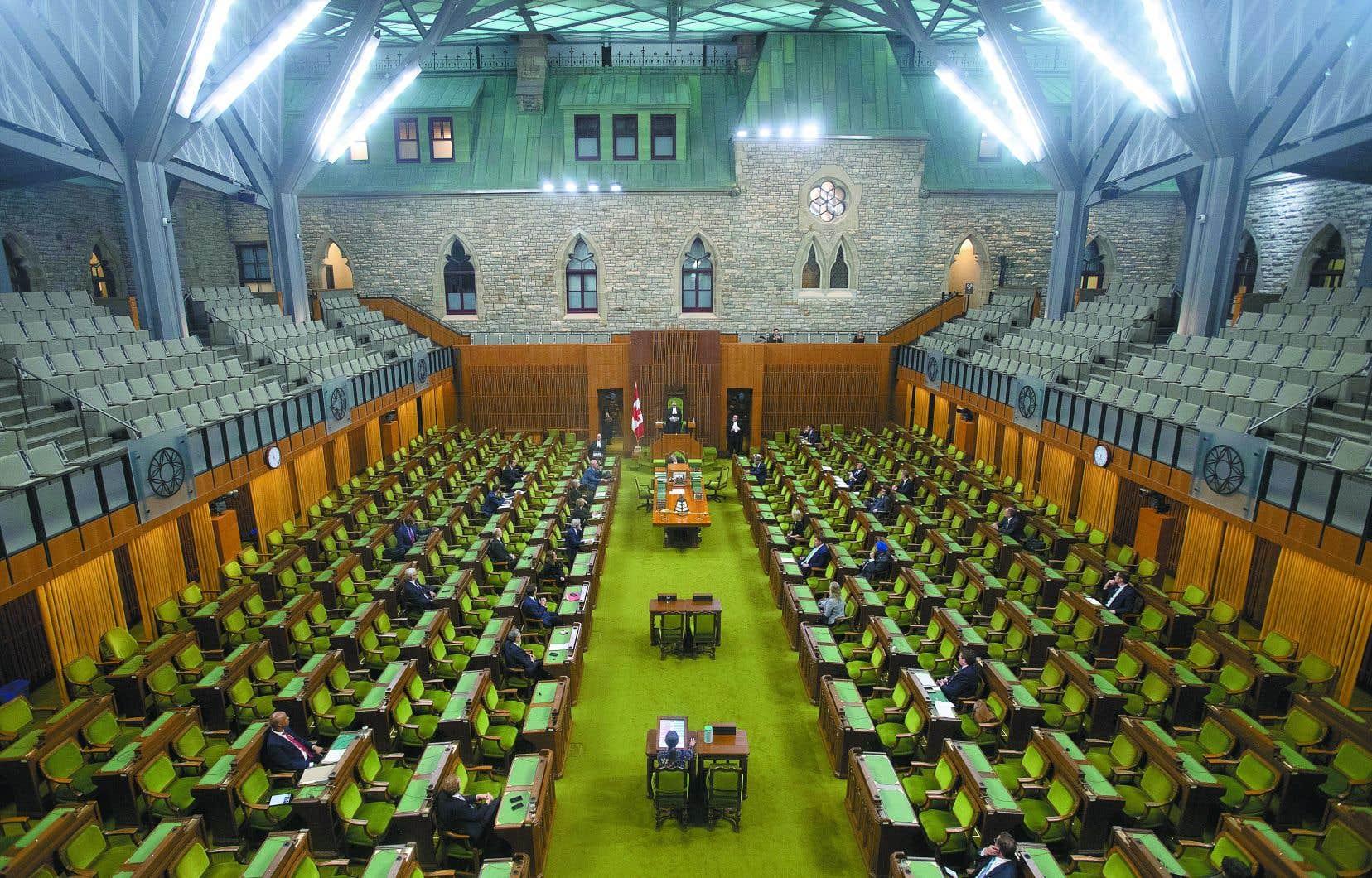À peine les travaux parlementaires avaient-ils débuté aux Communes qu'ils ont dû être suspendus quand les libéraux ont réalisé qu'ils n'obtiendraient pas le consentement unanime nécessaire pour faire adopter à toute vapeur le projet de loi.