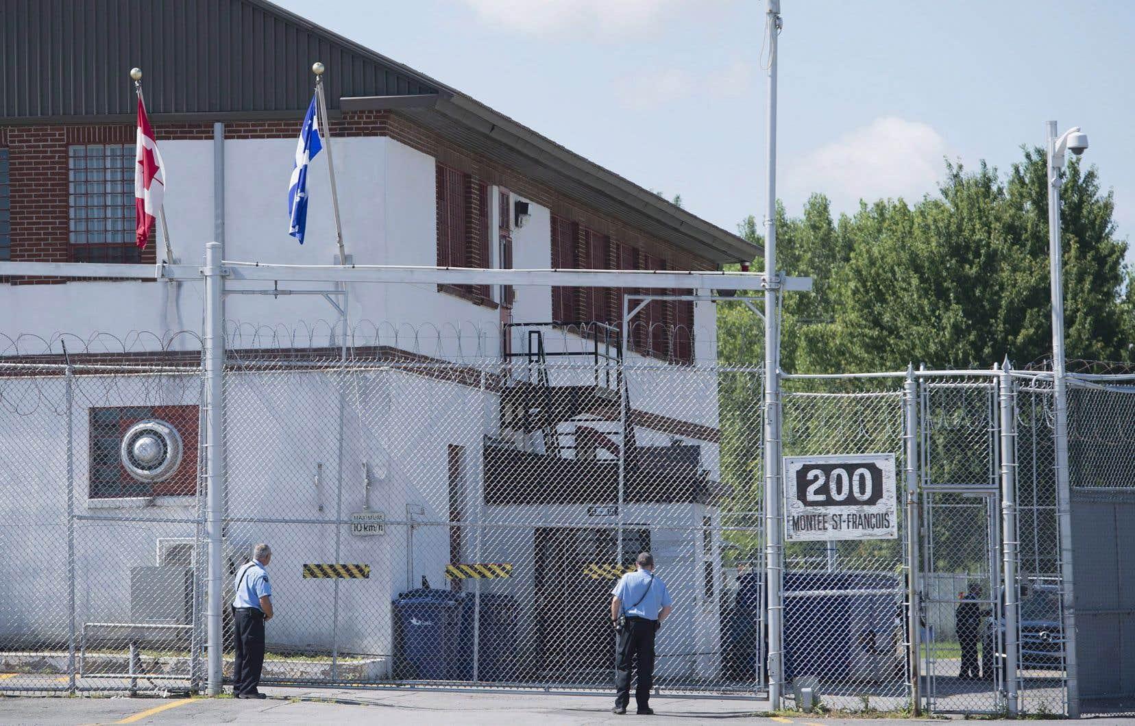 Aucun cas de coronavirus n'a été déclaré pour le moment au Centre de surveillance de l'immigration de Laval, mais les détenus ont peur que le virus réussisse à entrer dans le centre.