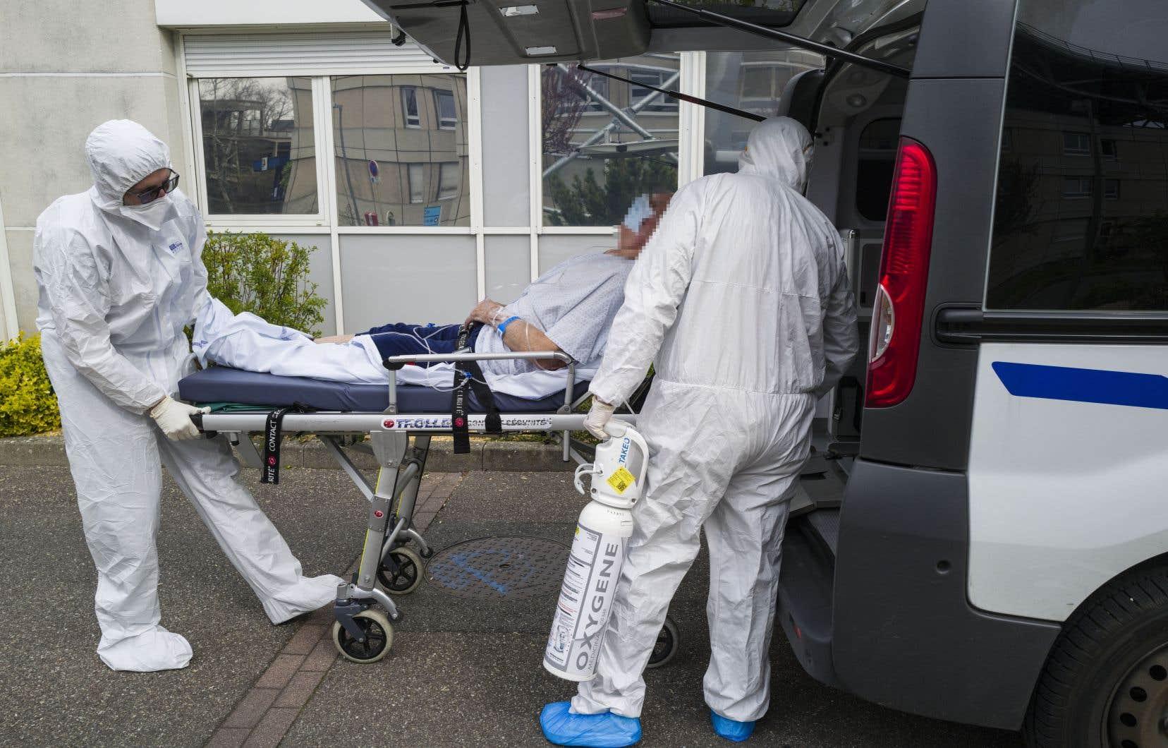 Les cas de coronavirus dans le monde atteignent 500 000; Le nombre de morts aux États-Unis dépasse les 1000