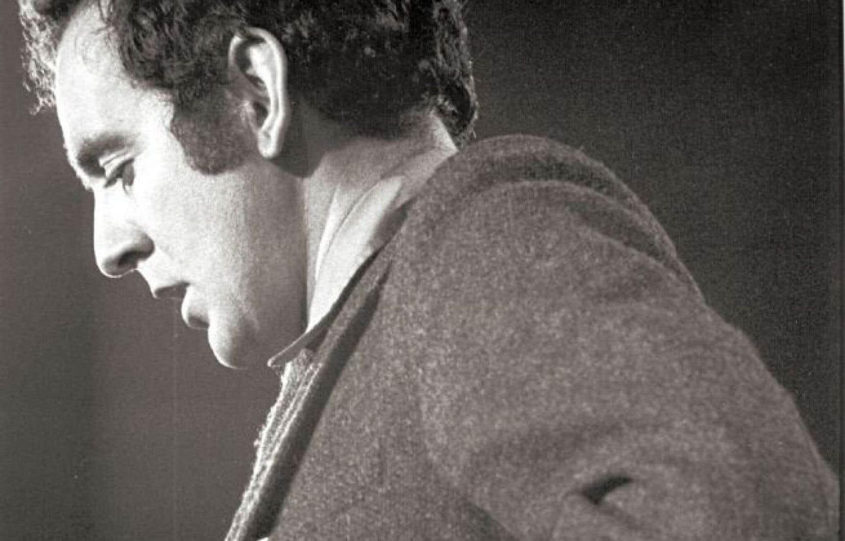 Le poète, écrivain et politicien Gérald Godin voit «Énumération», son poème virulent, être inclus dans le montage soumis à l'ONF.