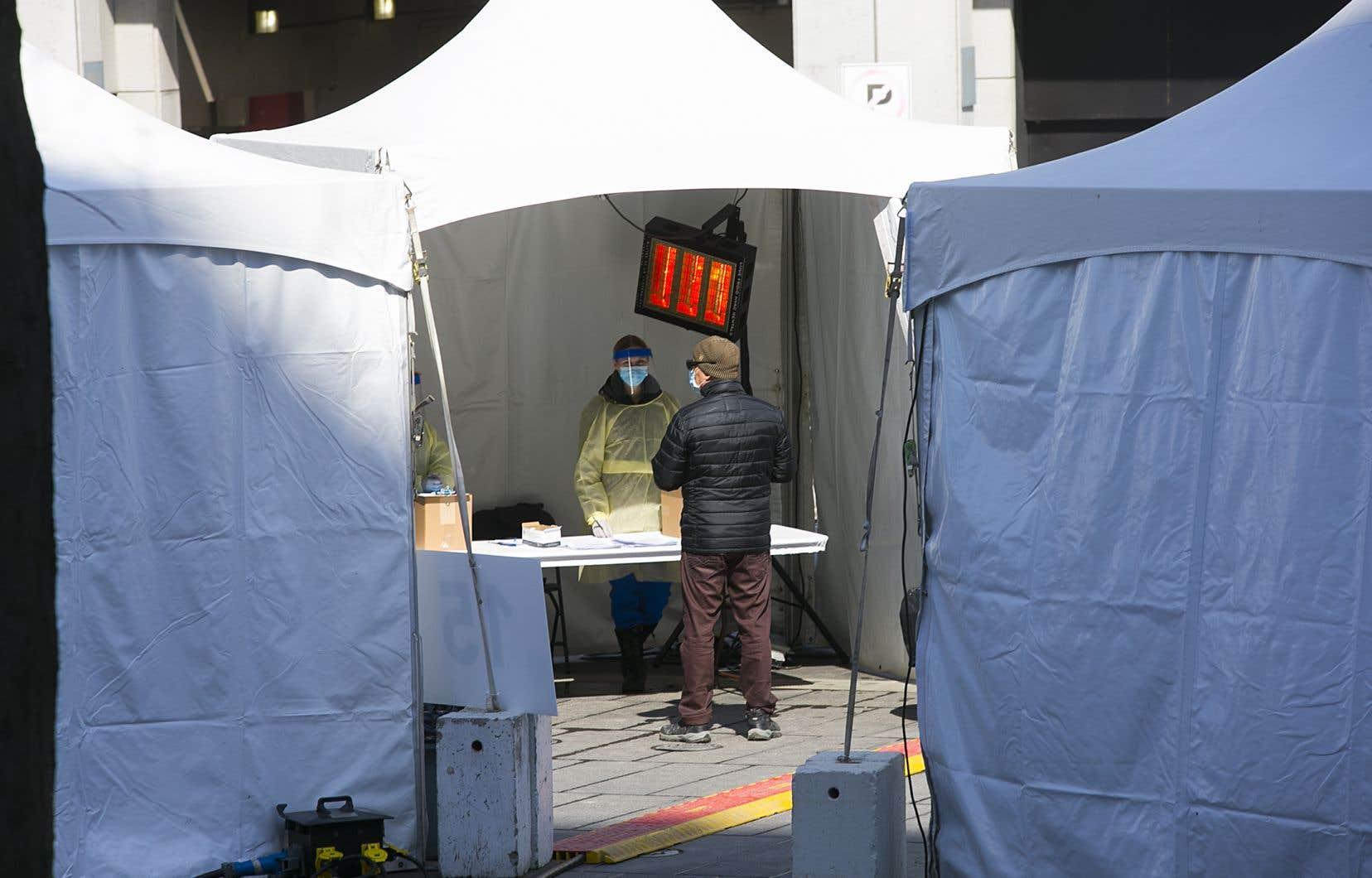 Le centre de depistage pour la Covid-19 a la Place des festivals.