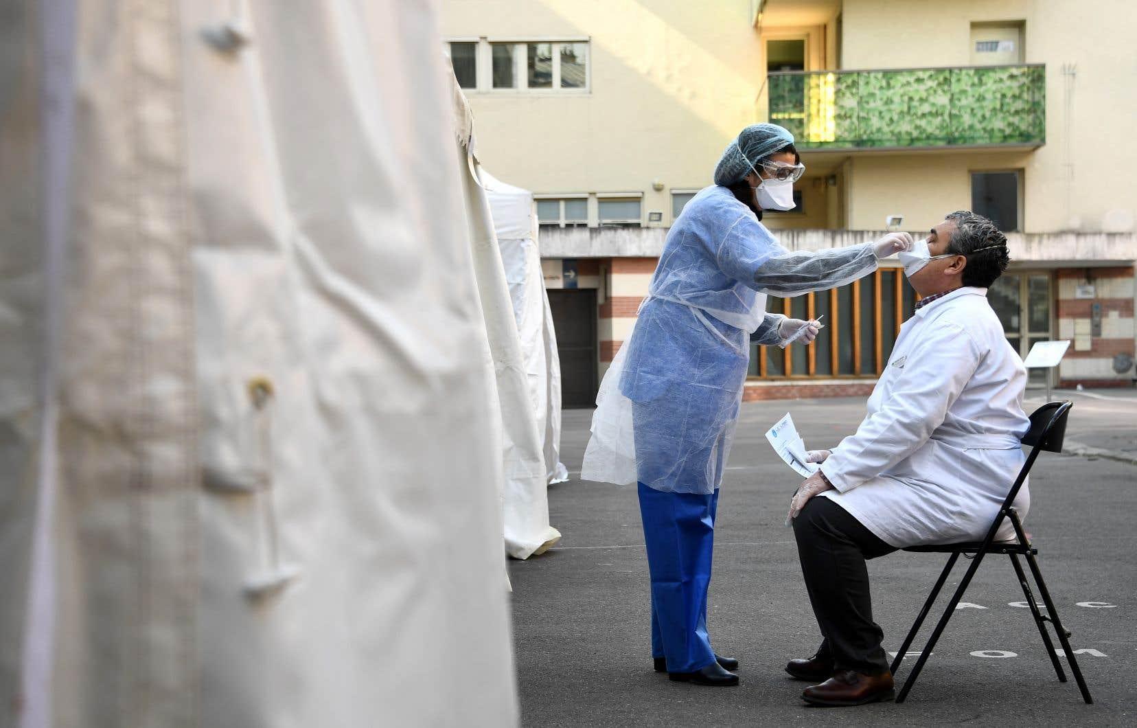 La pandémie a tué près de 30000 personnes, dont plus de 20000 en Europe, continent le plus durement touché.