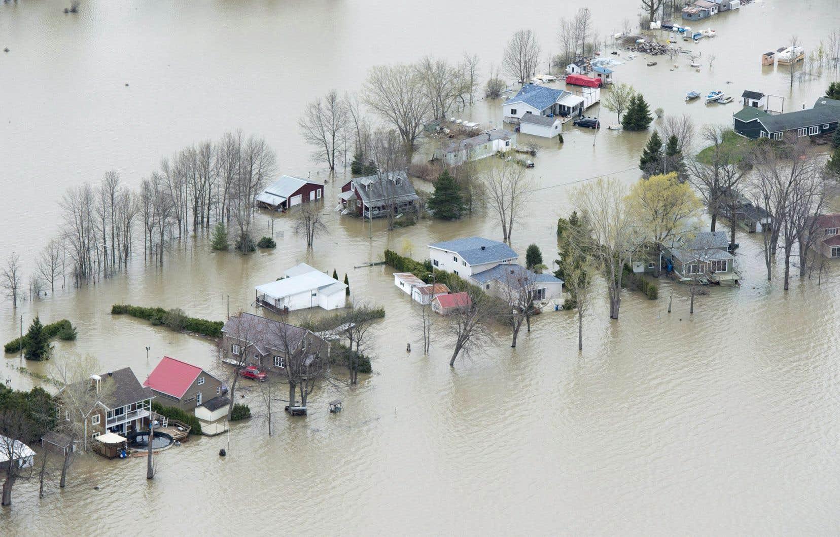 «La crise des inondations printanières a été traitée comme si la démolition de tout bâtiment en zone inondable était une fatalité», disent les autrices.