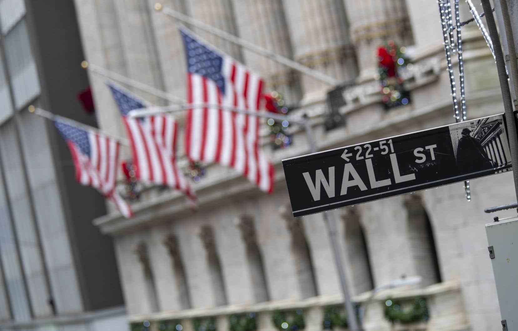 La prolongation des mesures destinées à contenir l'épidémie par le président américain, Donald Trump, dans la foulée de la promulgation d'un plan de relance sans précédent de 2200milliards de dollars pour tenter d'éviter une récession durable, a également un peu rasséréné.