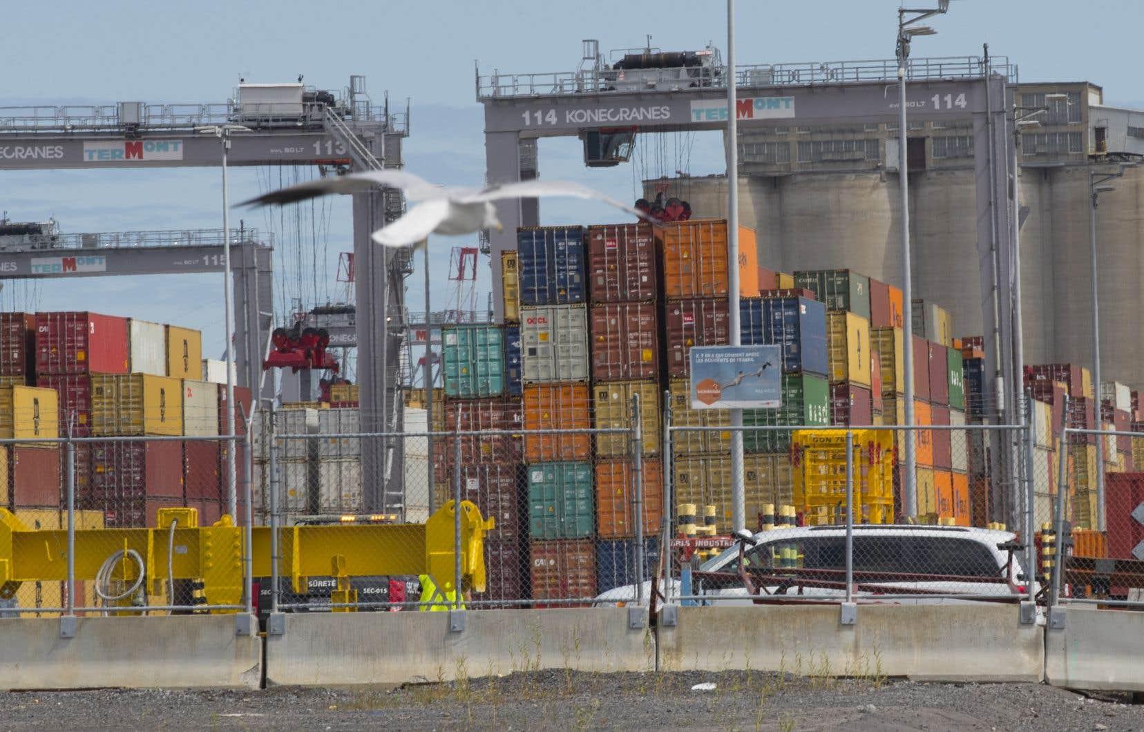 Puisqu'un très grand nombre des clients des transporteurs sont actuellement fermés, ces derniers «ne peuvent donc pas aller livrer ces conteneurs chez les clients», explique Marc Cadieux, président de l'ACQ.