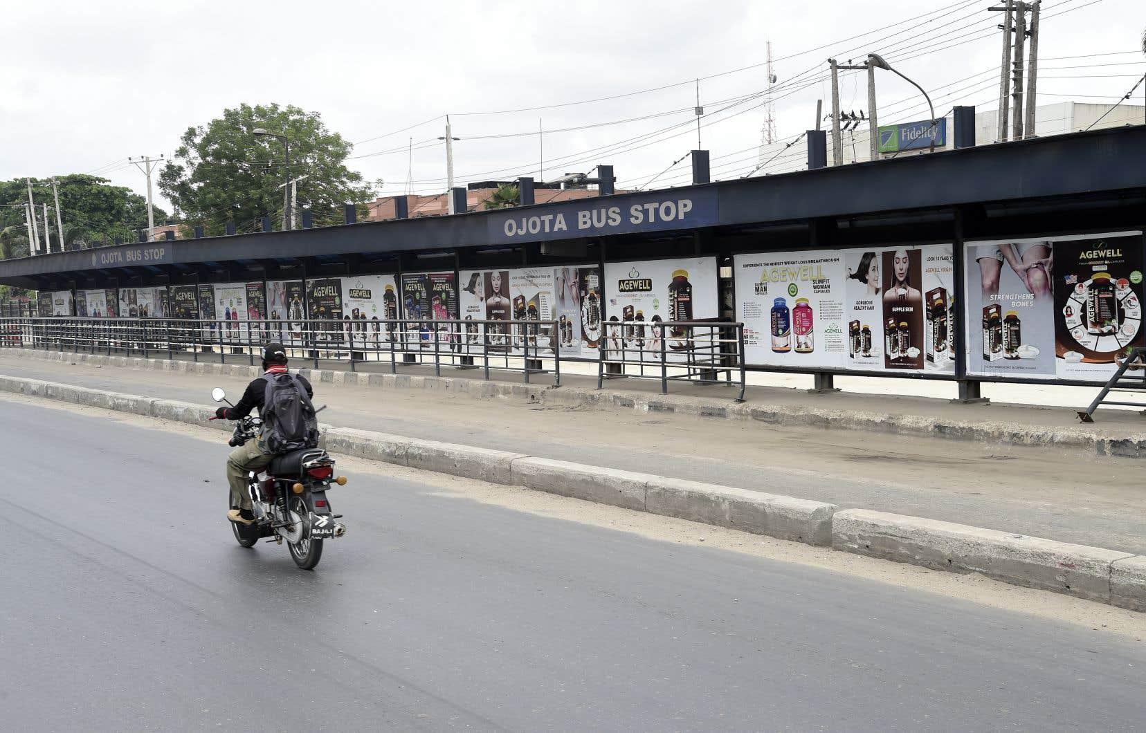 Dans les quartiers visités par l'AFP, tous les magasins étaient fermés, les marchés abandonnés et les rues quasiment désertes.