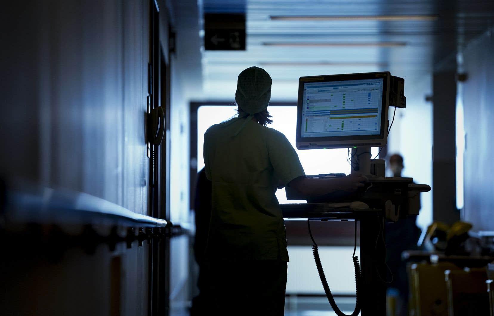 En Belgique, où 705 personnes au total sont mortes des suites du nouveau coronavirus, 93% des décès concernent des plus de 65ans.