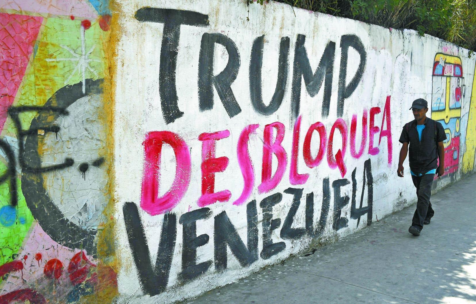Le gouvernement de Donald Trump a fait du «régime Maduro» sa principale bête noire en Amérique latine. Celui-ci vient d'ailleurs d'être inculpé pour «narcoterrorisme» par la justice américaine et une prime de 15 millions de dollars a été promise pour son arrestation.