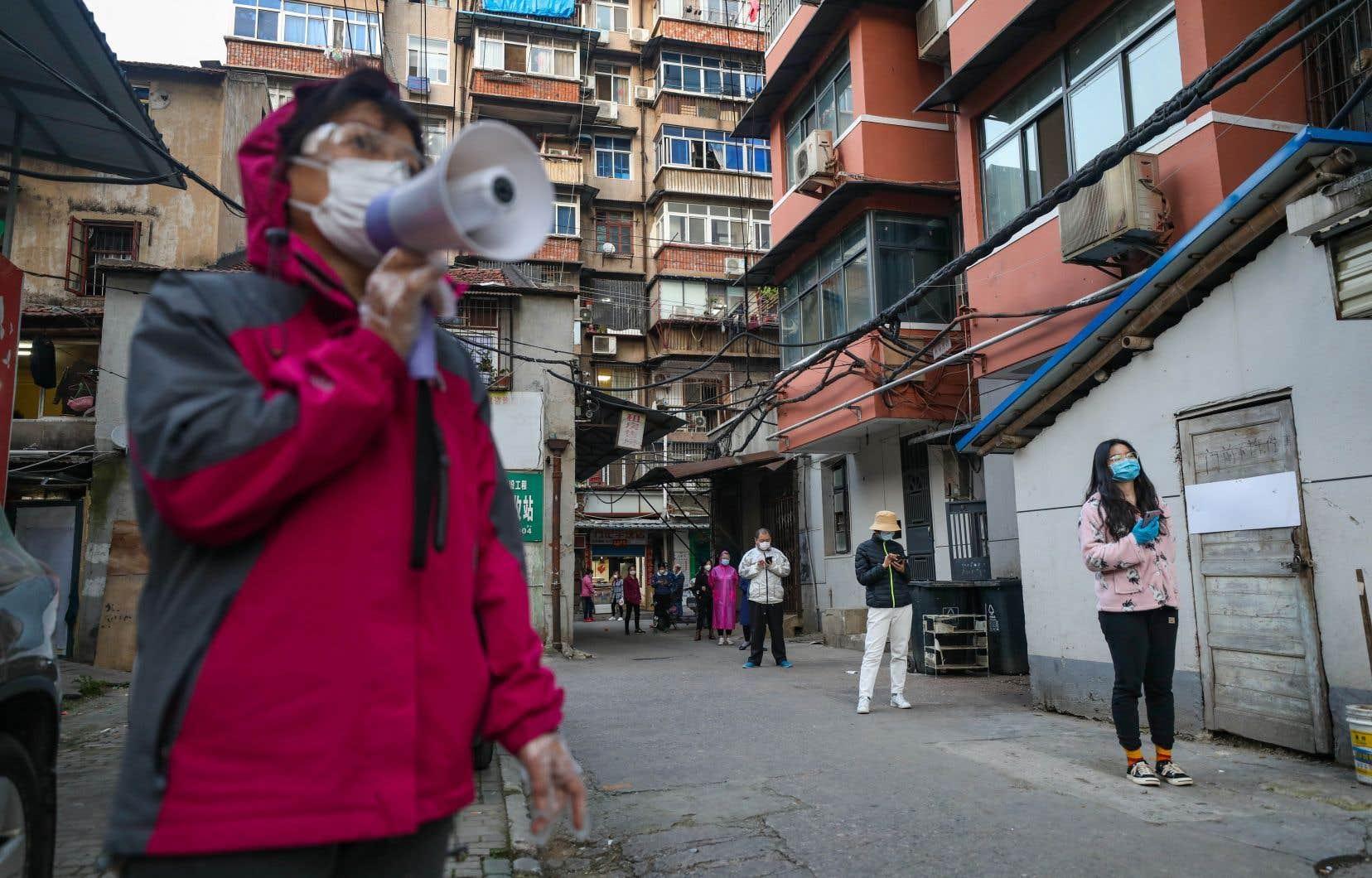 Lorsque les autorités chinoises ont verrouillé Wuhan il y a plus de deux mois, la décision a été perçue comme une mesure très drastique dans la lutte contre la propagation de la pandémie.