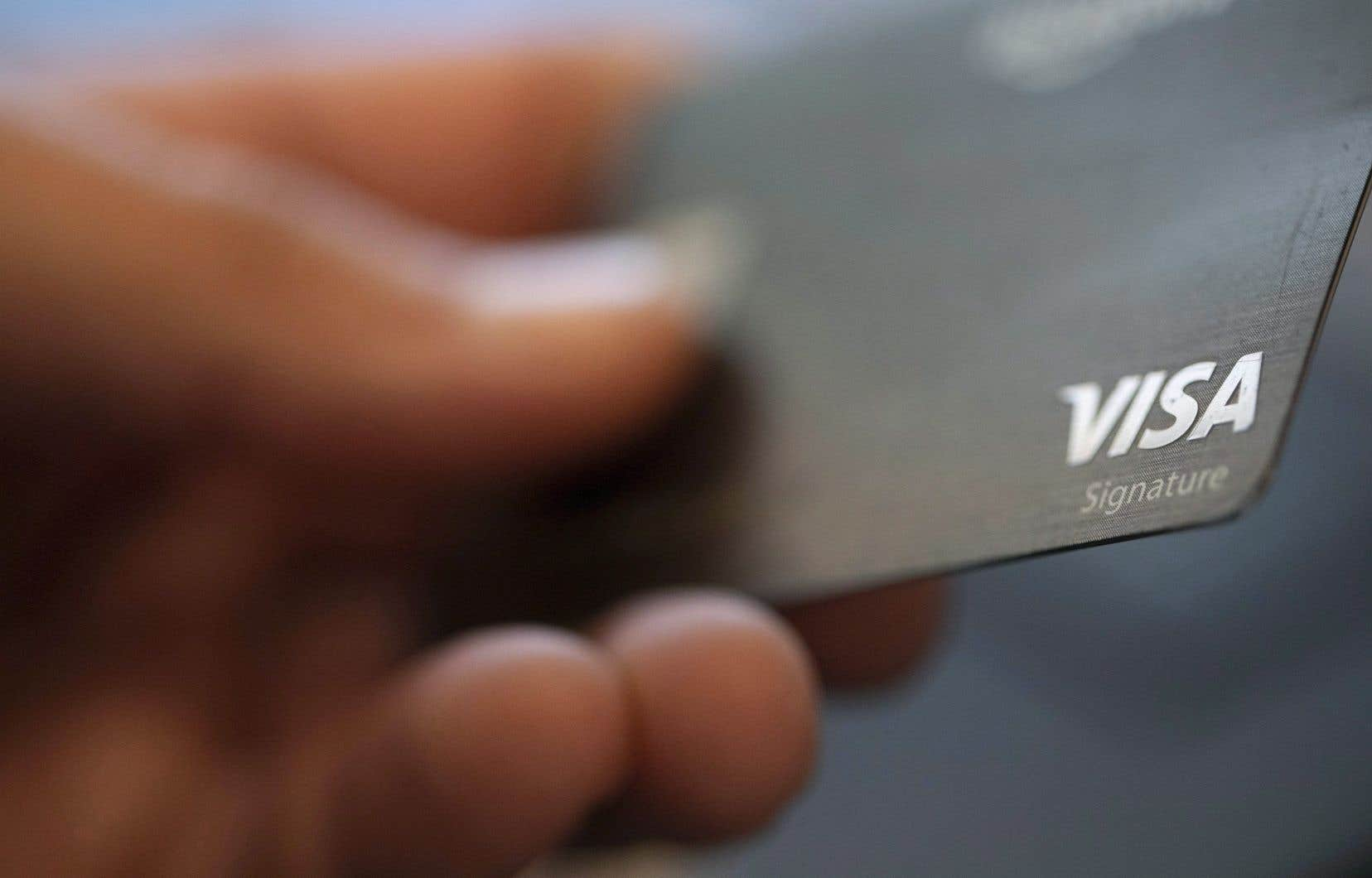 Les taux de cartes de crédit, souvent très élevés, causent un stress financier supplémentaire aux Canadiens qui ont perdu des revenus en raison de la pandémie de COVID-19.