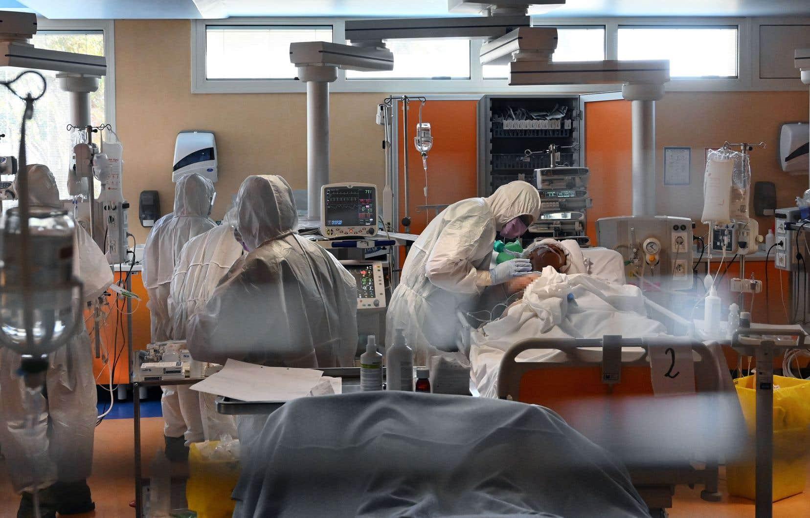 «Chantier 1: ce chantier vise à renforcer et même à développer notre industrie québécoise et canadienne en matière de fabrication d'équipements médicaux et paramédicaux», mentionne l'auteur.