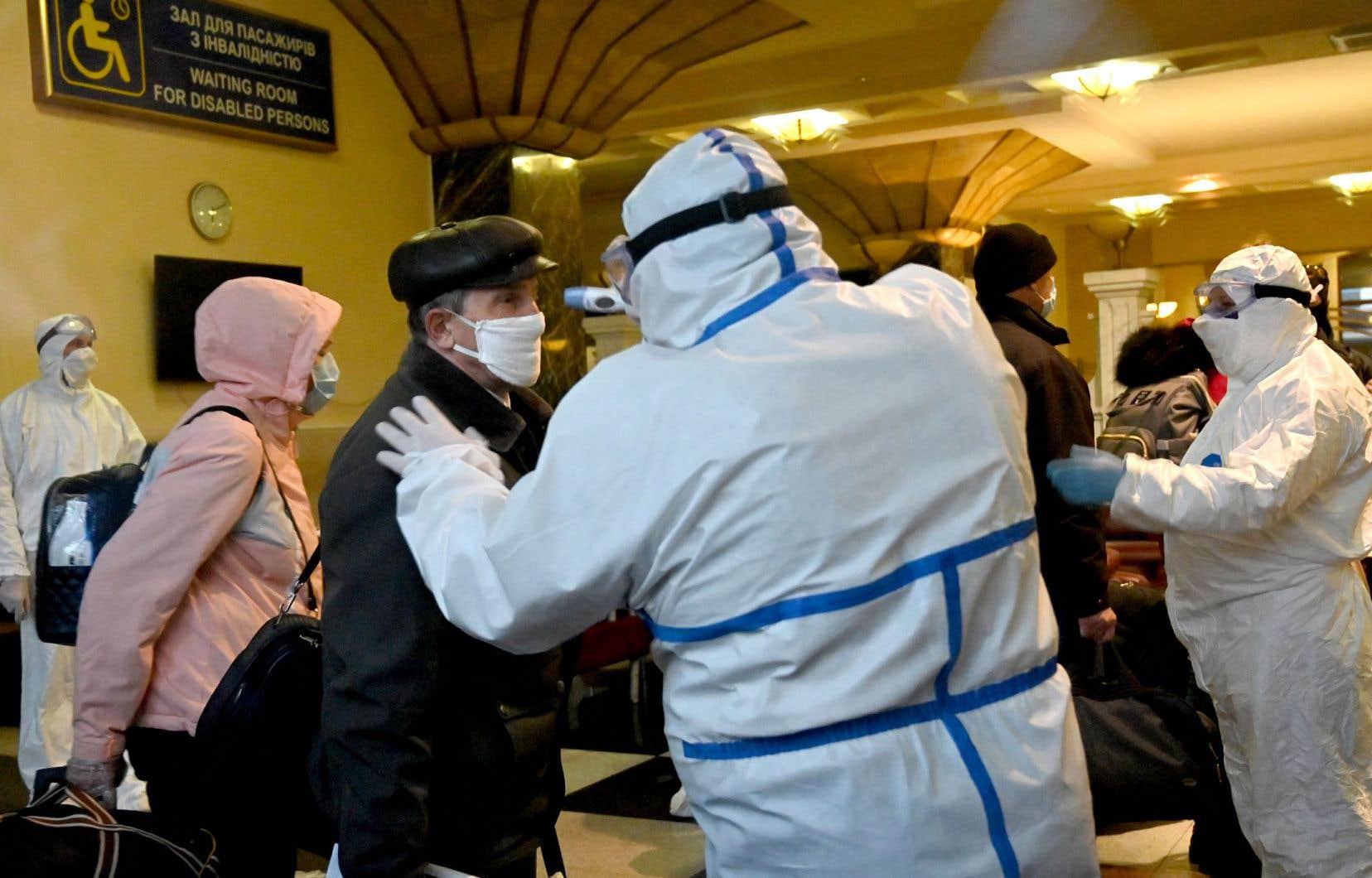 À Moscou, les autorités ont annoncé qu'elles allaient mettre en place une application mobile et des QR Codes pour vérifier que la population respecte les règles d'isolement et pour surveiller les malades.