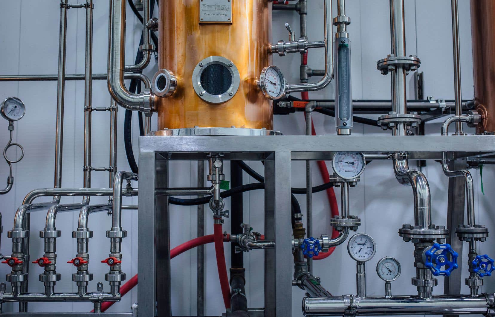 L'alambic avec lequel on produit d'habitude les alcools fins à la distillerie Noroi, de Saint-Hyacinthe, sert actuellement à concocter un alcool à plus de 90%.