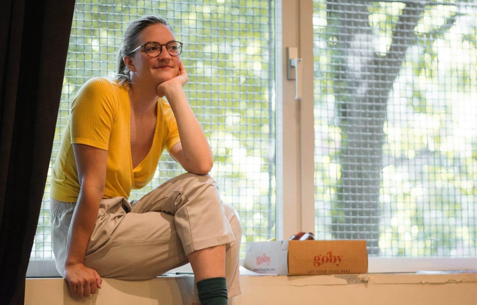 Carolanne Foucher emprunte à d'autres genres que la poésie ses outils littéraires les plus efficaces.