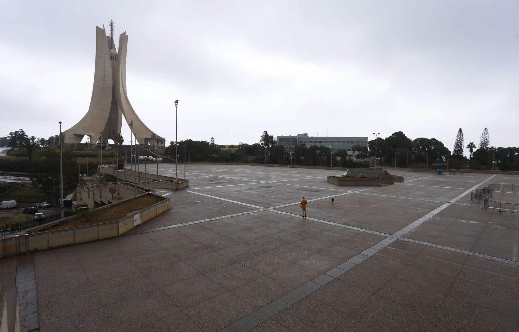Le confinement volontaire prévaut désormais en Algérie pour réduire la propagation de la COVID-19.