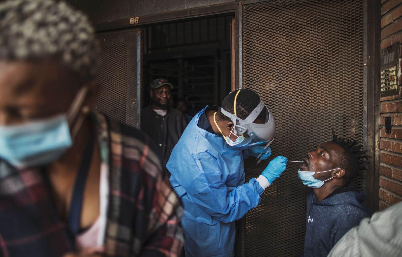 Les deux experts s'interrogeaient sur l'opportunité de tester un vaccin en Afrique contre le coronavirus, «un peu comme c'est fait d'ailleurs sur certaines études avec le sida, ou chez les prostituées».