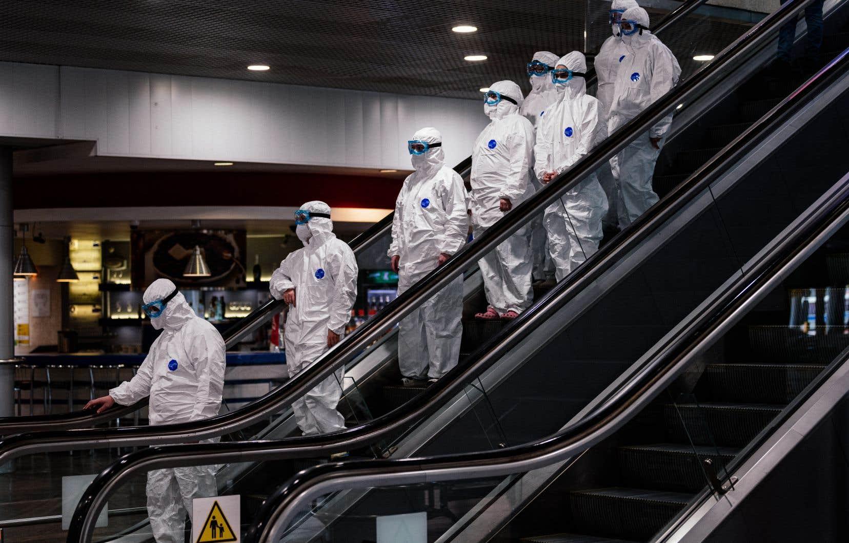 La dynamique d'une épidémie n'est pas déterminée par le nombre de jours depuis le début de l'éclosion: c'est plutôt le nombre de personnes infectées qui dicte le nombre de nouveaux cas.