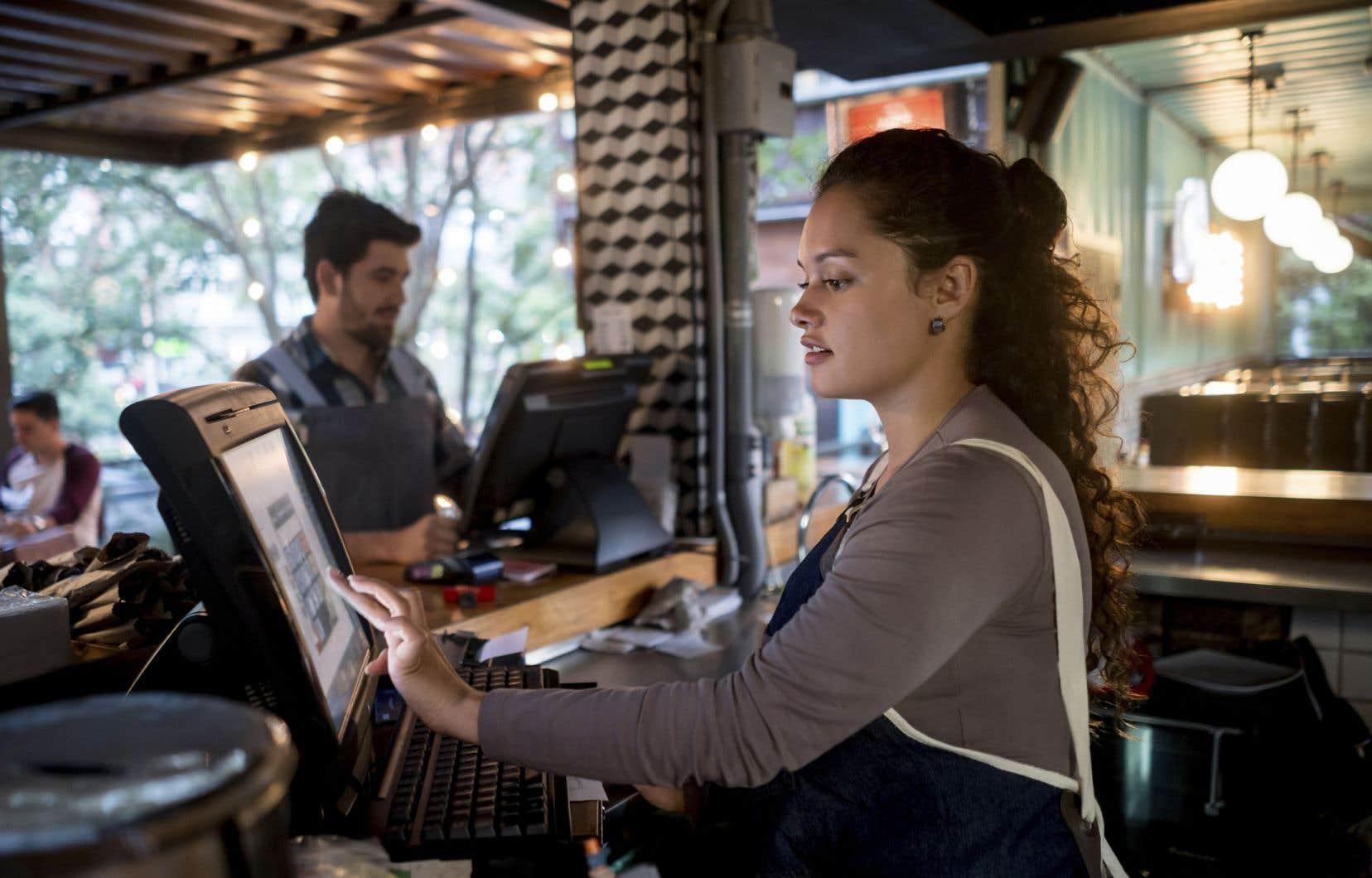 «Majoritairement des femmes, les personnes qui travaillent à bas salaires (...) doivent tout autant pouvoir accéder à de meilleures conditions de travail», affirment les auteurs.