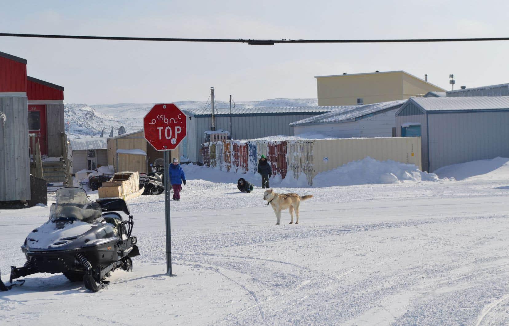 Les Inuits ont décidé de fermer le Nord à la circulation non essentielle.