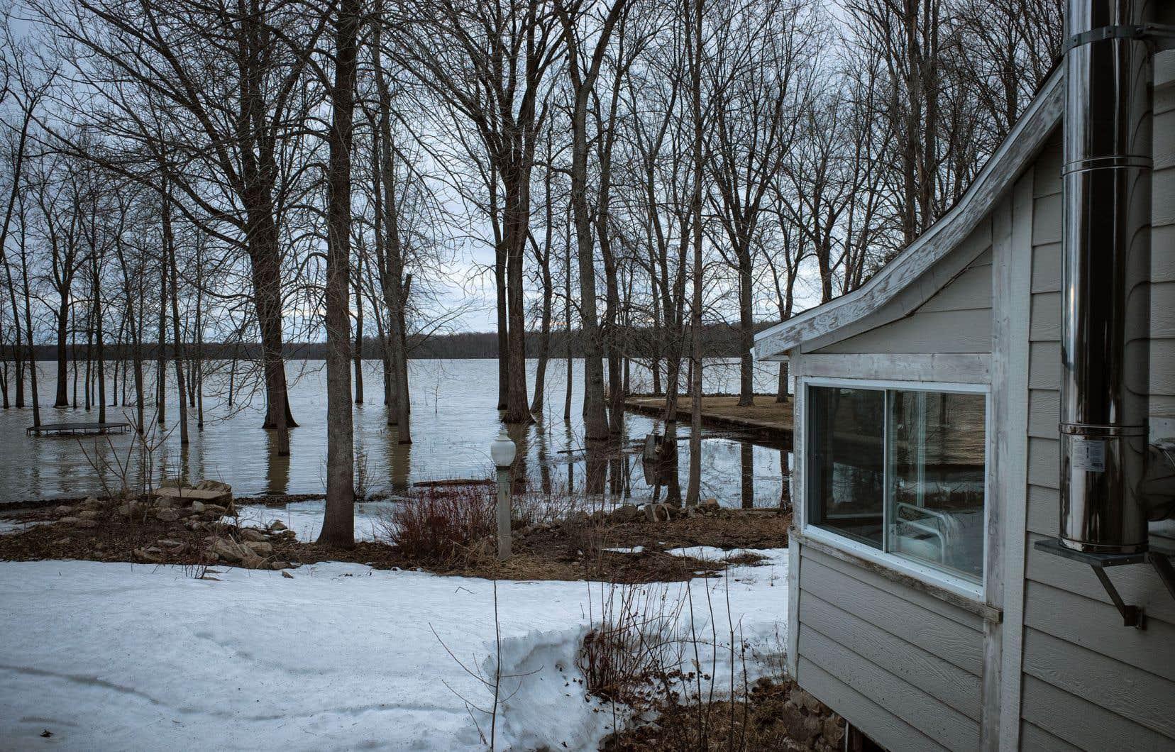 À Rigaud, le niveau de la rivière des Outaouais est sous haute surveillance.