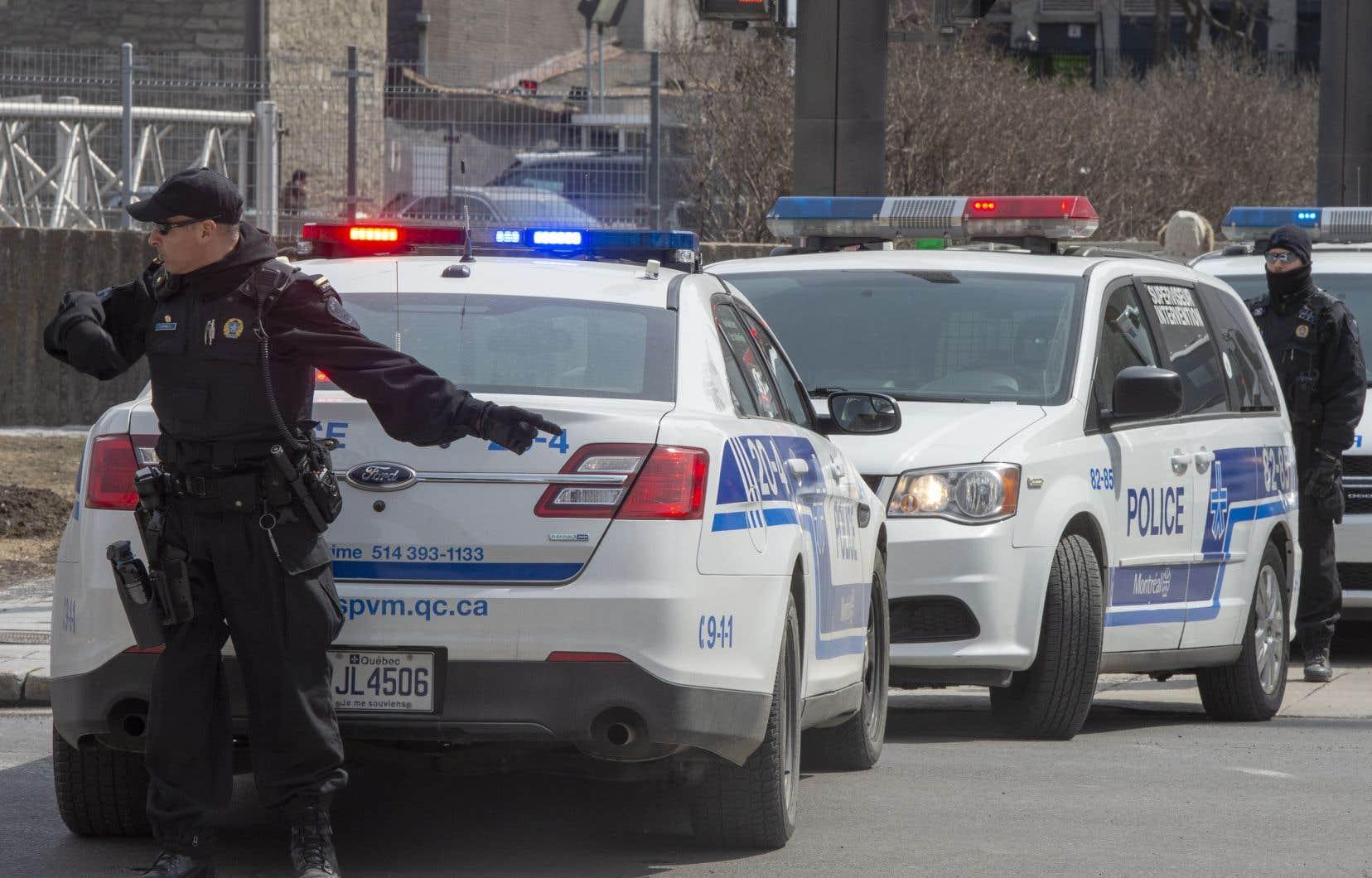 Les policiers du SPVM et de la SQ ont l'autorisation de remettre une amende de 1000$ à chaque personne qui contrevient aux interdictions de rassemblement.