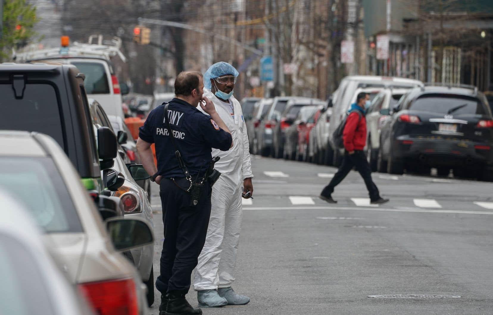 Le système de santé de l'État de New York est «sous tension», faute «d'équipements et de professionnels» en nombre suffisant, a-t-il martelé.