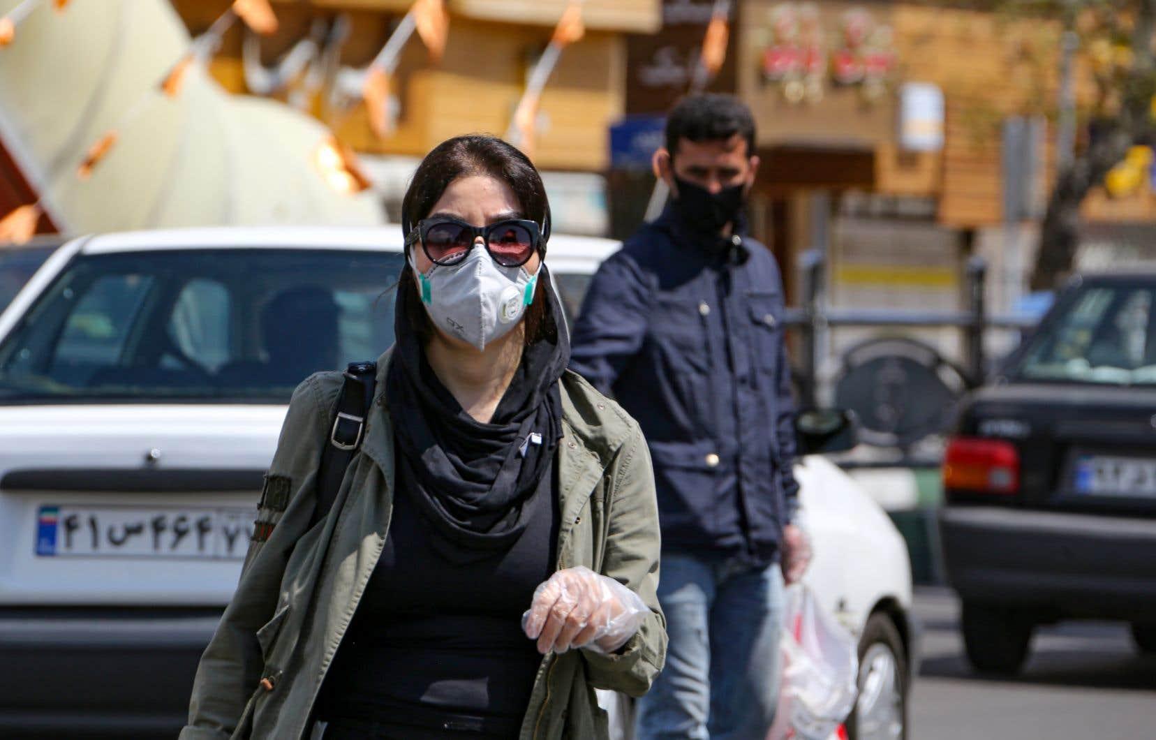 Certaines entreprises pourront reprendre le travail à partir du 11avril dans les provinces, tandis qu'à Téhéran, l'activité ne pourra recommencer que le 18avril.