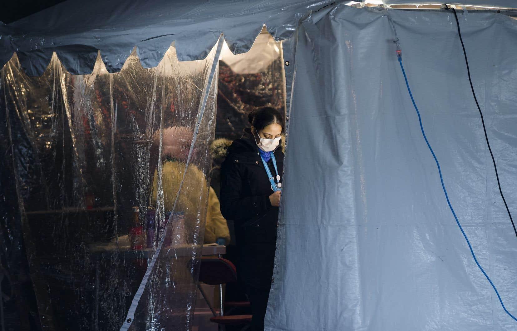 «Le péril pandémique est imminent, mais malheureusement inconnu», dit l'historienneLaurence Monnais.