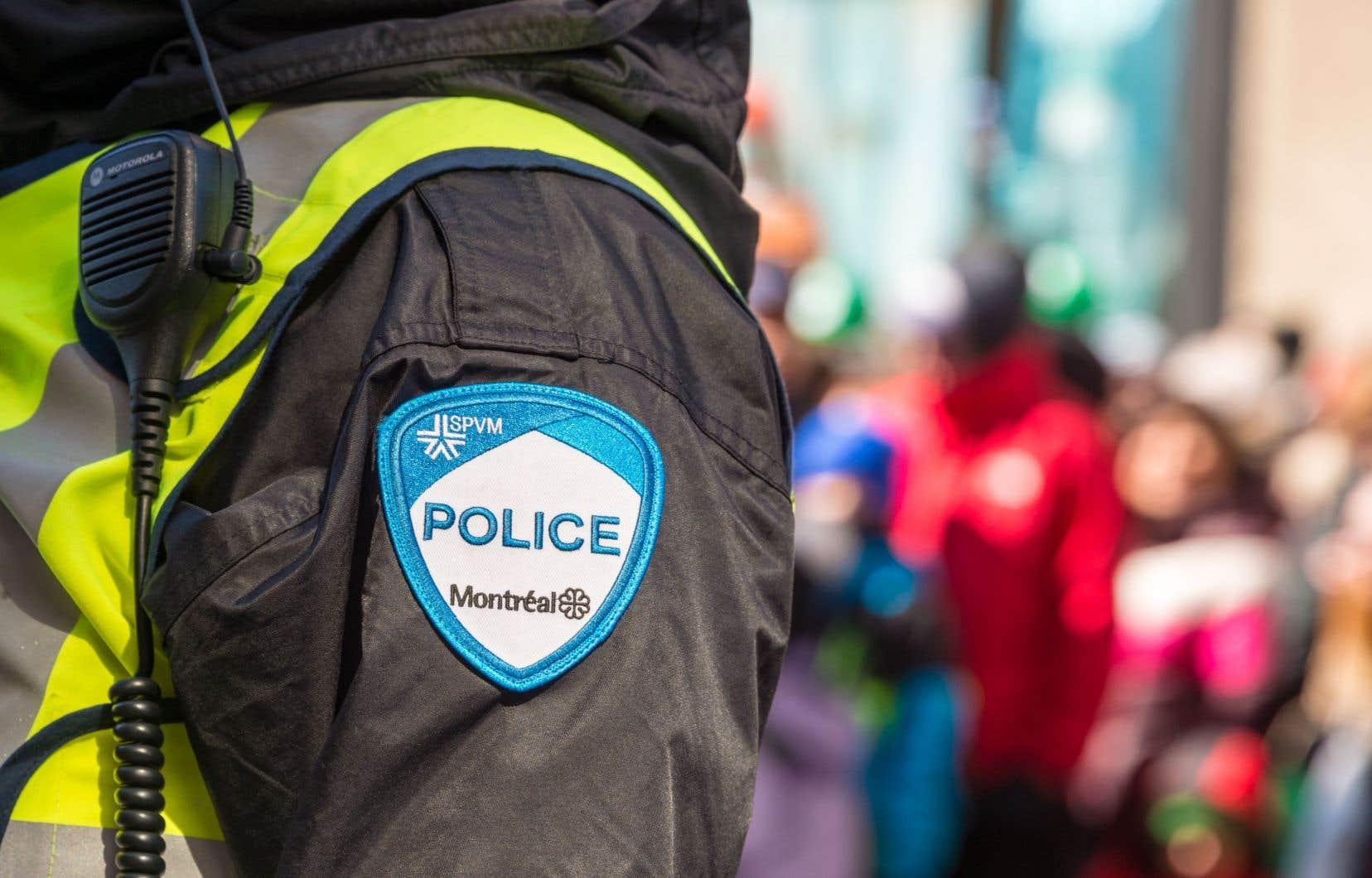 Le SPVM a rédigé 79 rapports d'infraction généraux et remis 67 constats d'infraction à des personnes qui avaient omis de maintenir une distance de deux mètres avec d'autres individus.