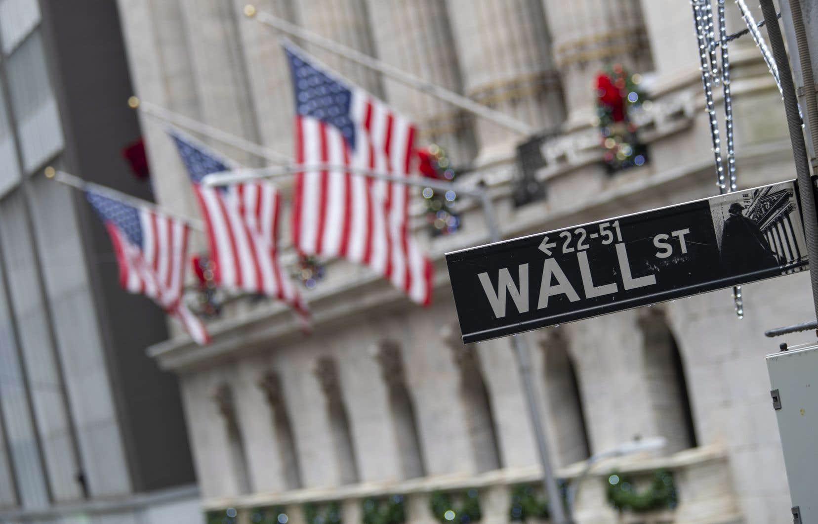 <p>Sur Wall Street, avant l'ouverture des marchés, la moyenne Dow Jones des valeurs industrielles prenait 2,9 % et l'indice élargi S&P 500 2,7 %.</p>