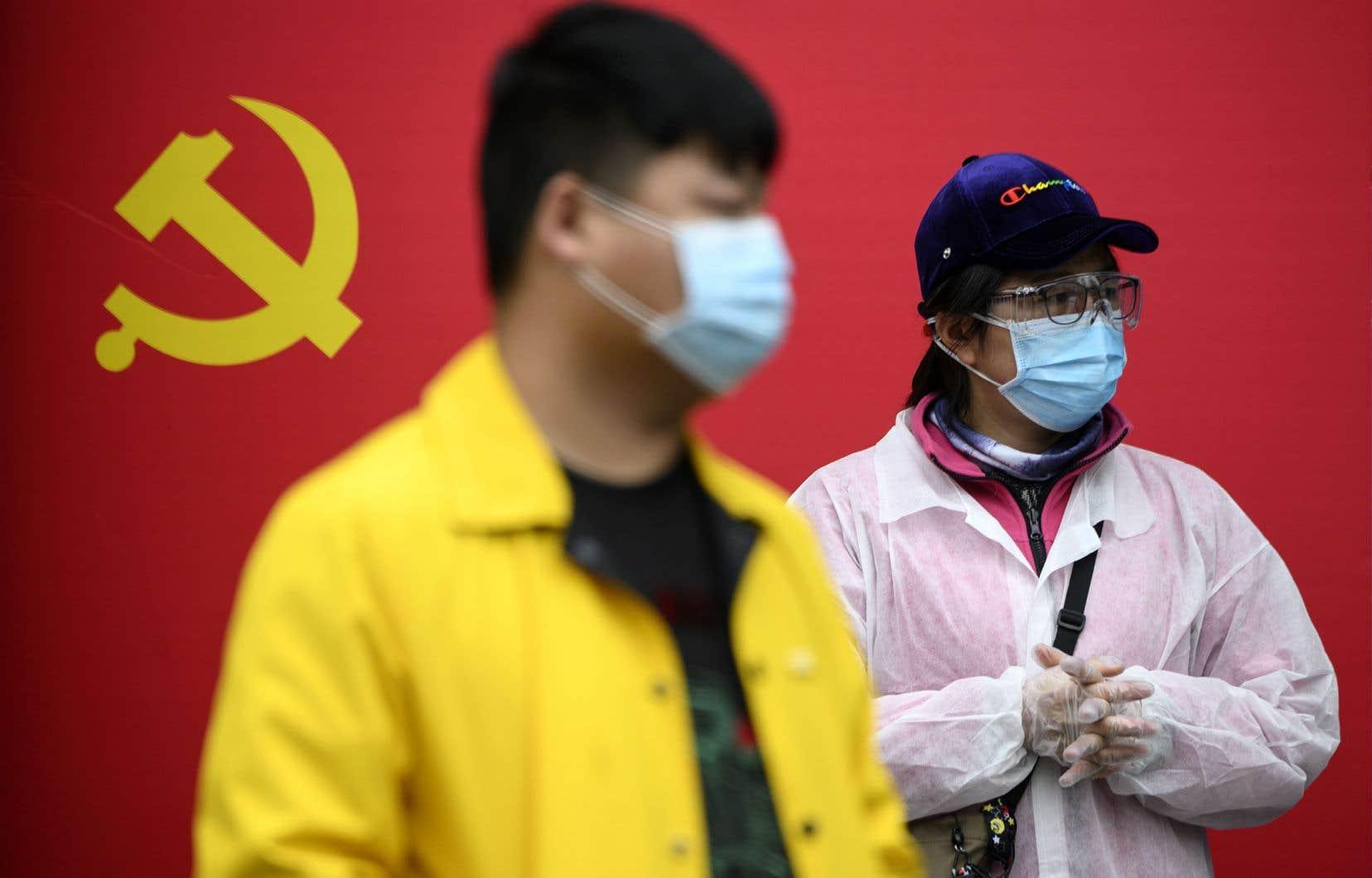 «En Chine, la délibération collective est un péché dans un contexte où règne impitoyablement une contrainte à l'obéissance», souligne l'auteur.