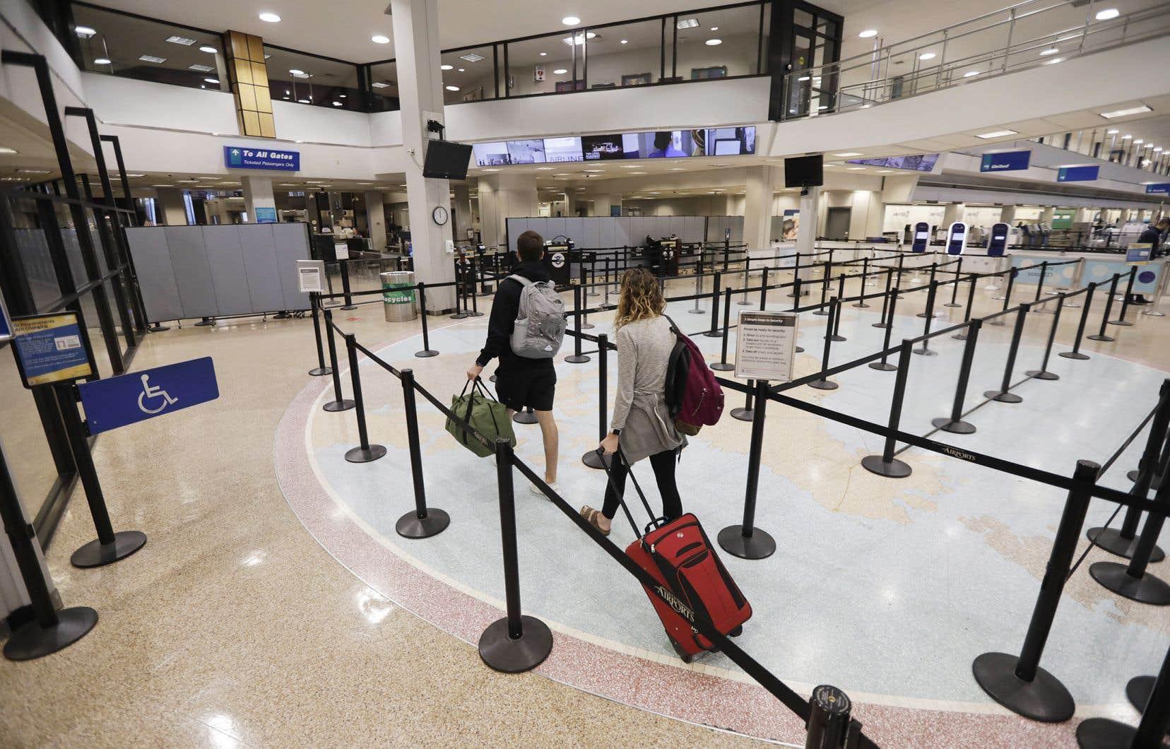 Selon l'IATA, les revenus de vente de billets devraient diminuer de 252 milliards$US en 2020, comparativement à 2019.