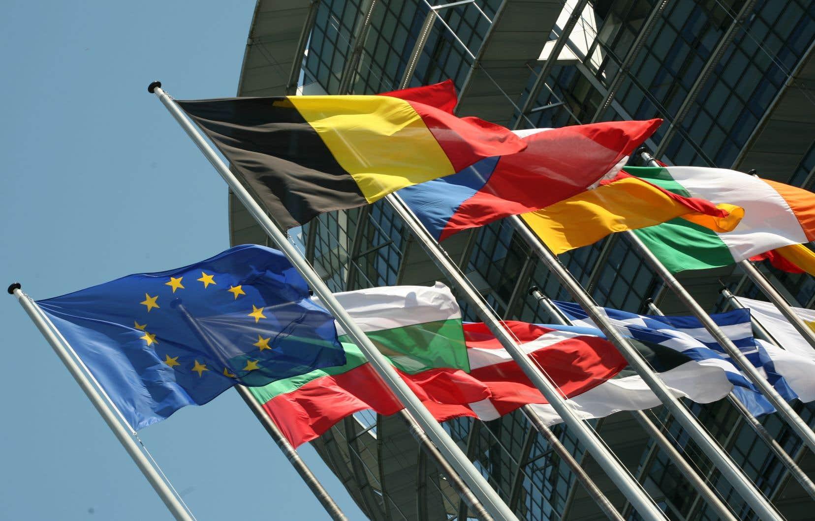 Les ministres proposent que le Mécanisme européen de stabilité (MES), créé en 2012, puisse prêter de l'argent à un État en difficulté, et ce, jusqu'à 2% de son PIB.