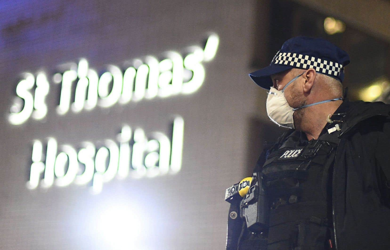 L'admission dimanche à l'hôpital londonien de St. Thomas du premier ministre britannique, Boris Johnson, puis son transfert aux soins intensifs le lendemain soir ont provoqué un électrochoc au Royaume-Uni.