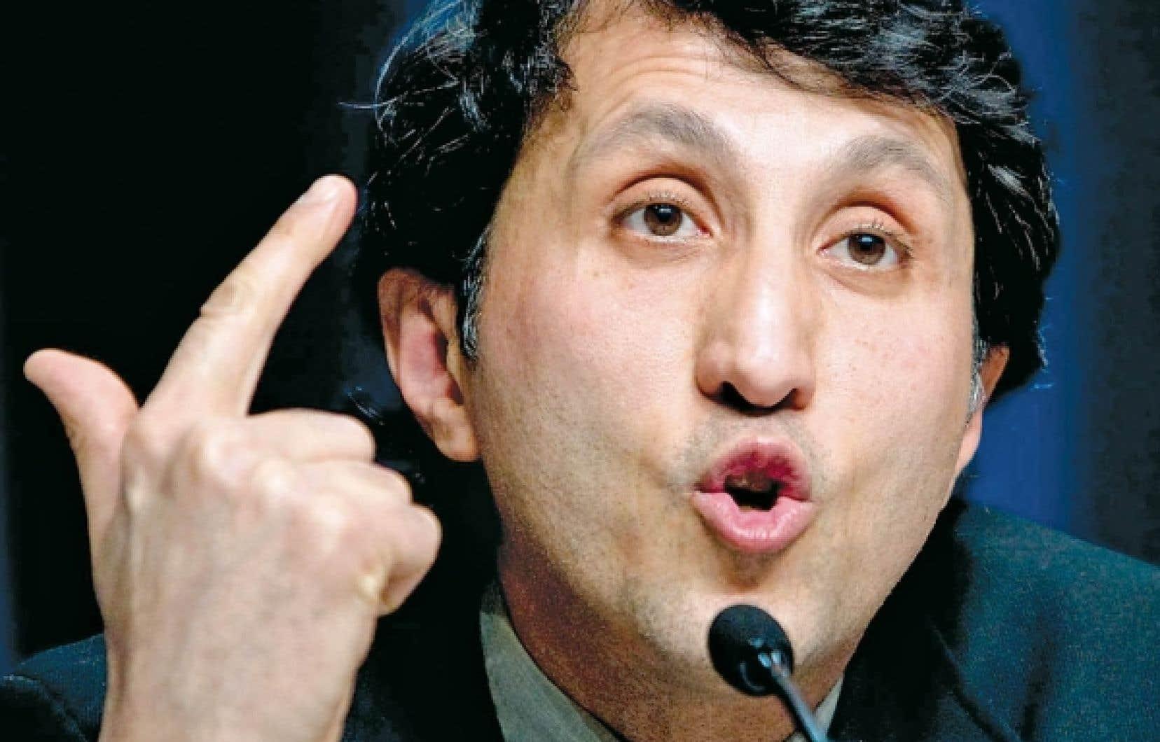 Amir Khadir, de Québec solidaire, a devancé Pierre Curzi, du Parti québécois, au sommet du baromètre Léger Marketing–Le Devoir –The Gazette des politiciens québécois les plus populaires.