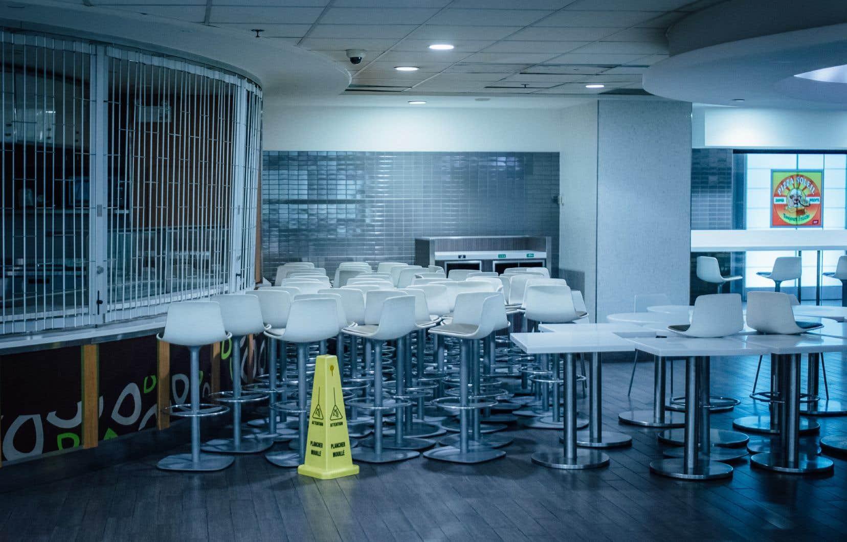 Le secteur de l'hébergement et de la restauration a essuyé les plus grandes pertes avec un recul de plus de 40% du nombre total d'heures travaillées.