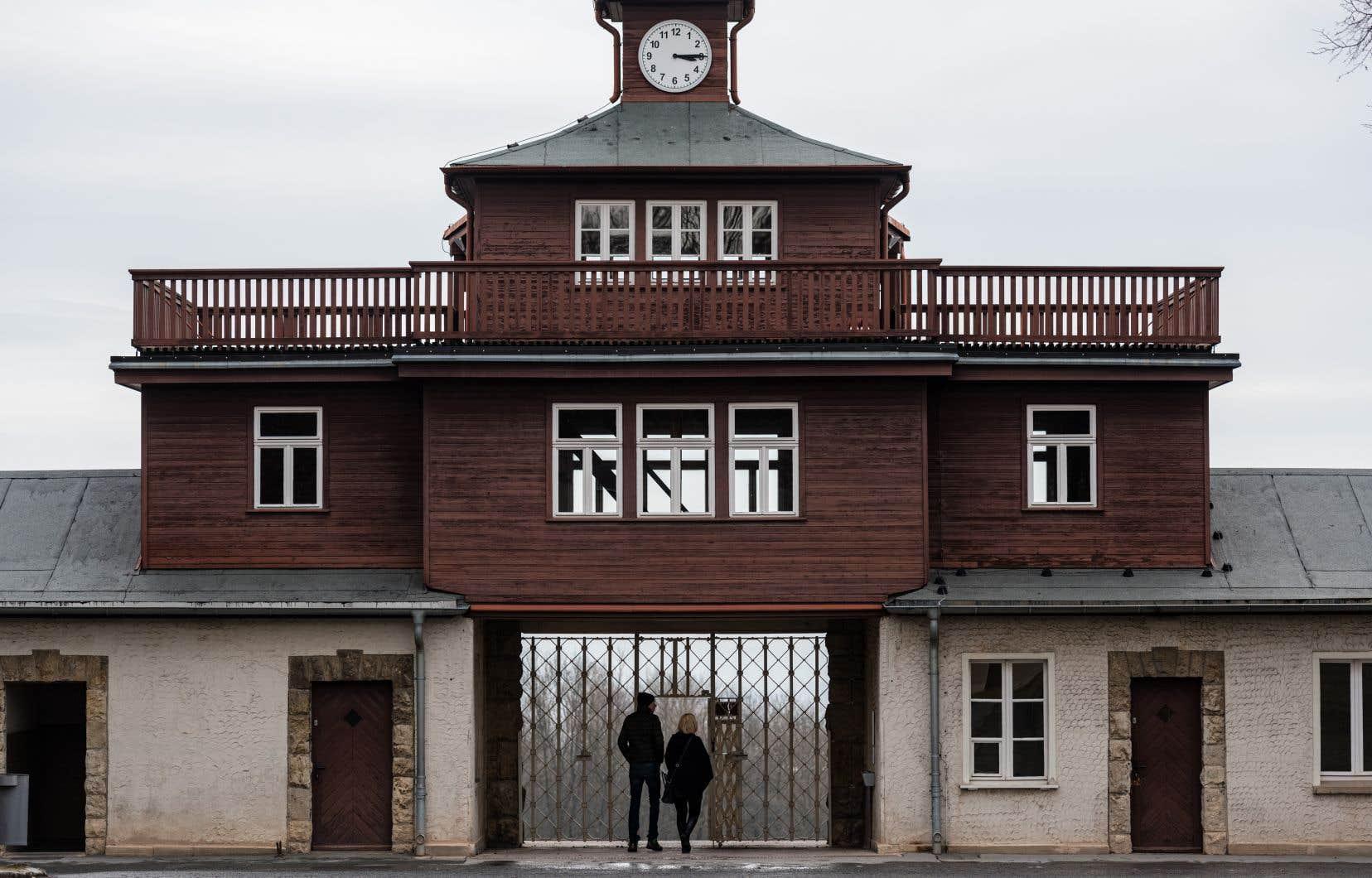 Entre sa création en 1937 et sa libération en avril 1945 par ses propres prisonniers, quelque 56000 personnes périrent à Buchenwald.