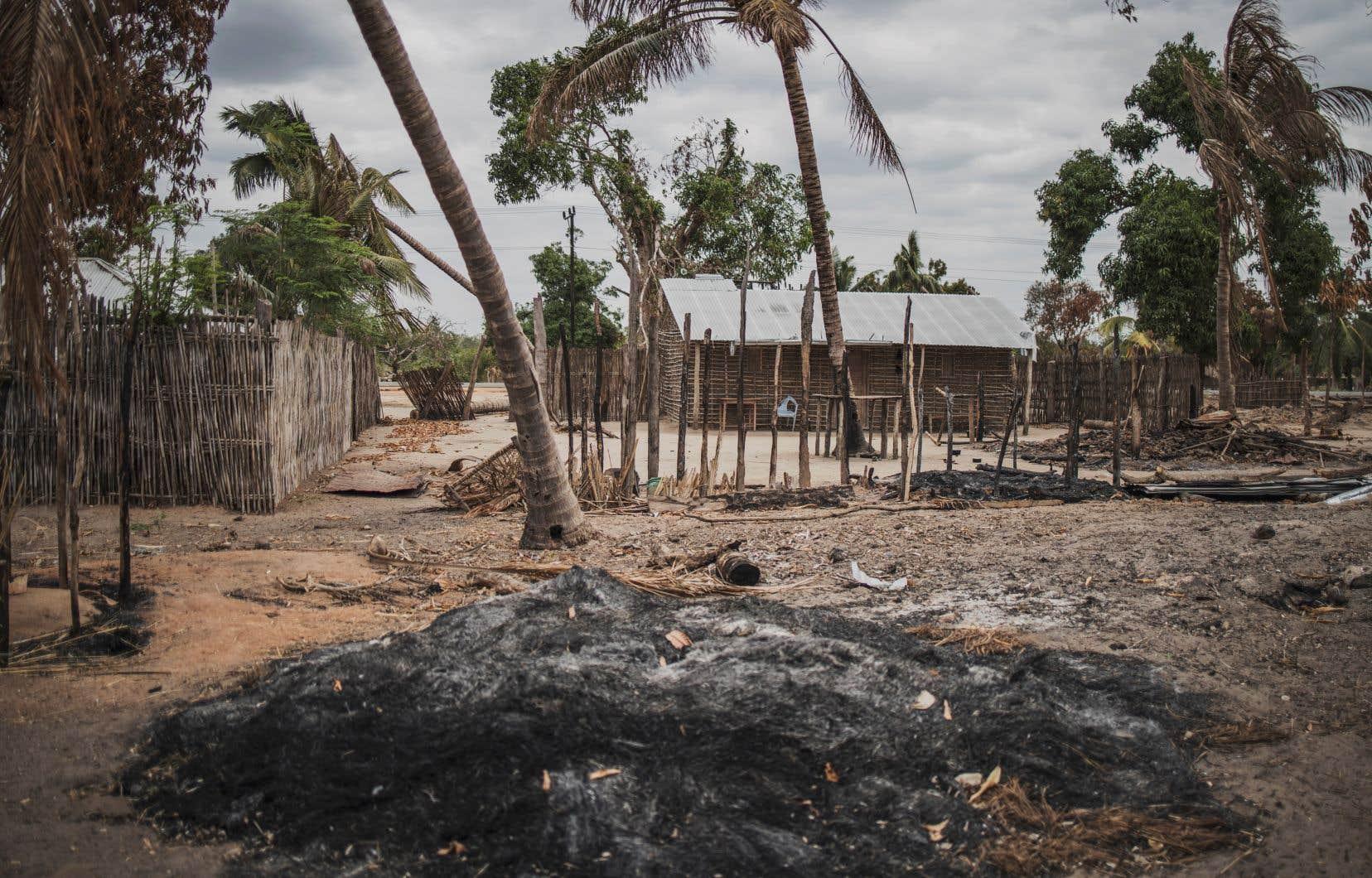Les attaques djihadistes dans le nord du Mozambique se répètent depuis octobre 2017. Sur la photo, le village d'Aldeia de Paz après une attaque en août 2019.