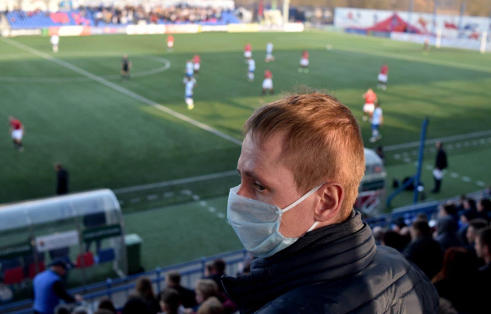La Biélorussie fait figure d'OVNI en Europe en maintenant son championnat de football et en ne prenant pas de mesures de confinement obligatoire pour limiter l'épidémie.