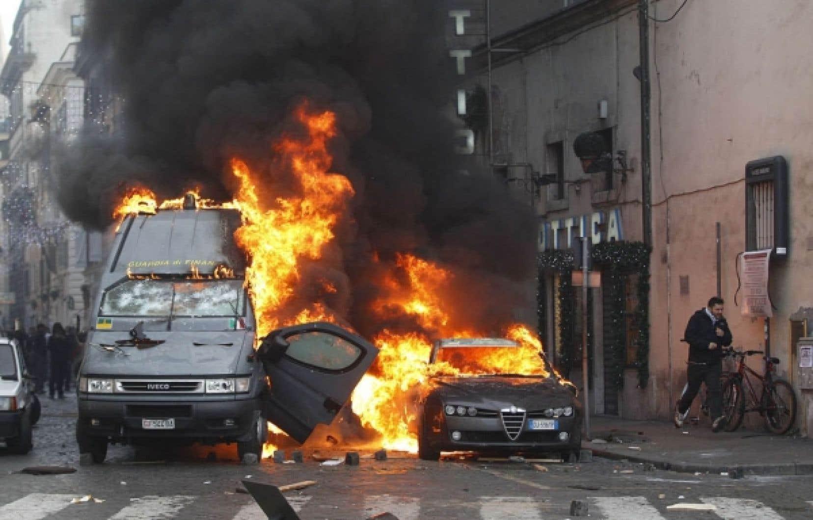 Plusieurs véhicules ont été incendiés dans la capitale italienne.<br />