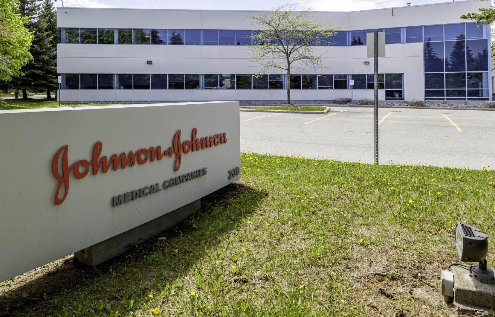 Johnson&Johnson s'attend maintenant à ce que ses revenus de 2020 s'établissent à entre 77,5milliards $US et 80,5milliards.