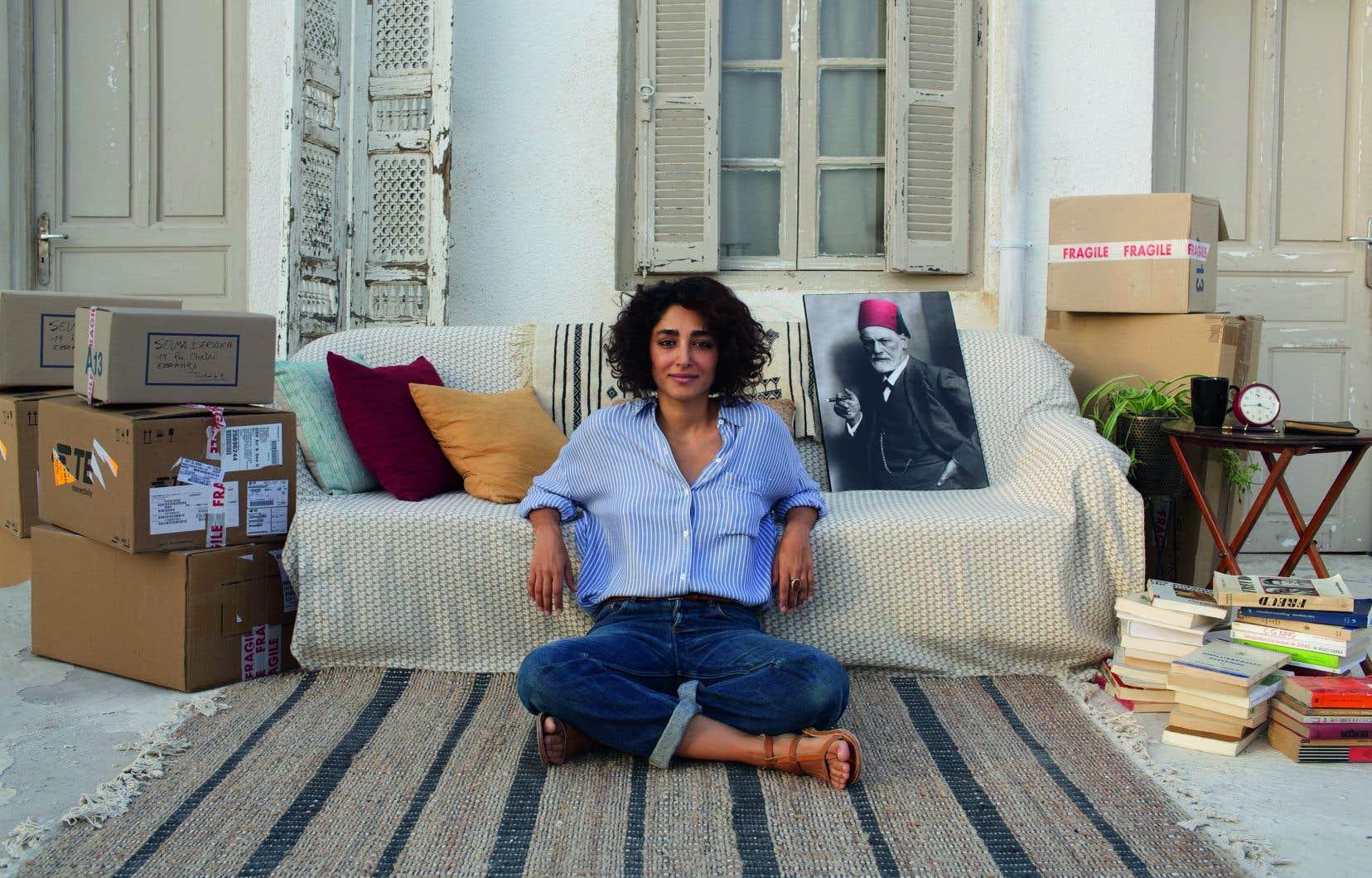 Golfisteh  Faharani incarne Selma Derwish, une psychanalyste ayant quitté la France et qui s'installe à Tunis, où elle  a du mal à pratiquer en raison d'une  tracasserie  admninistrative.