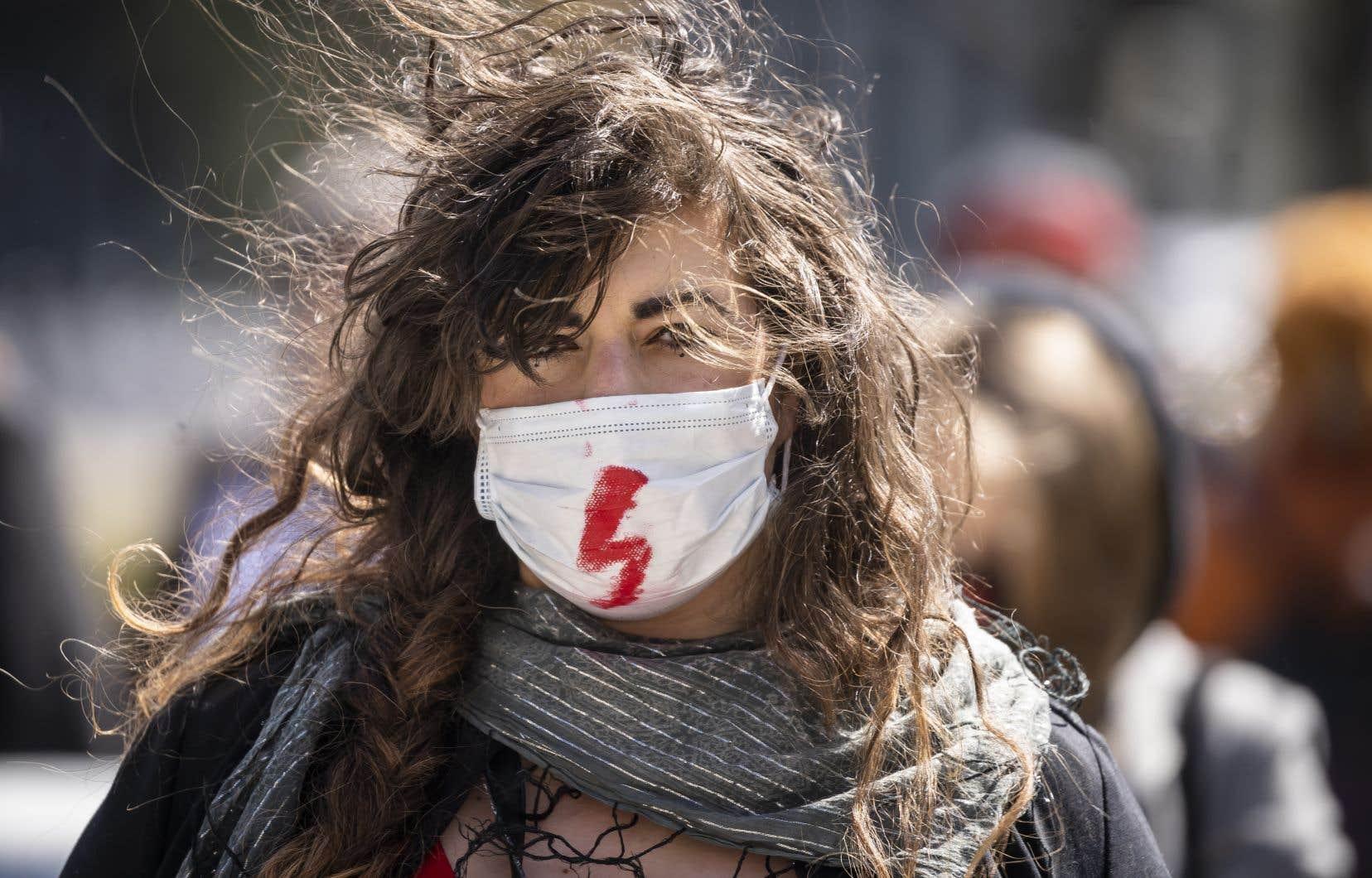 Une manifestation a réuni jeudi à proximité du parlement plusieurs dizaines de personnes.